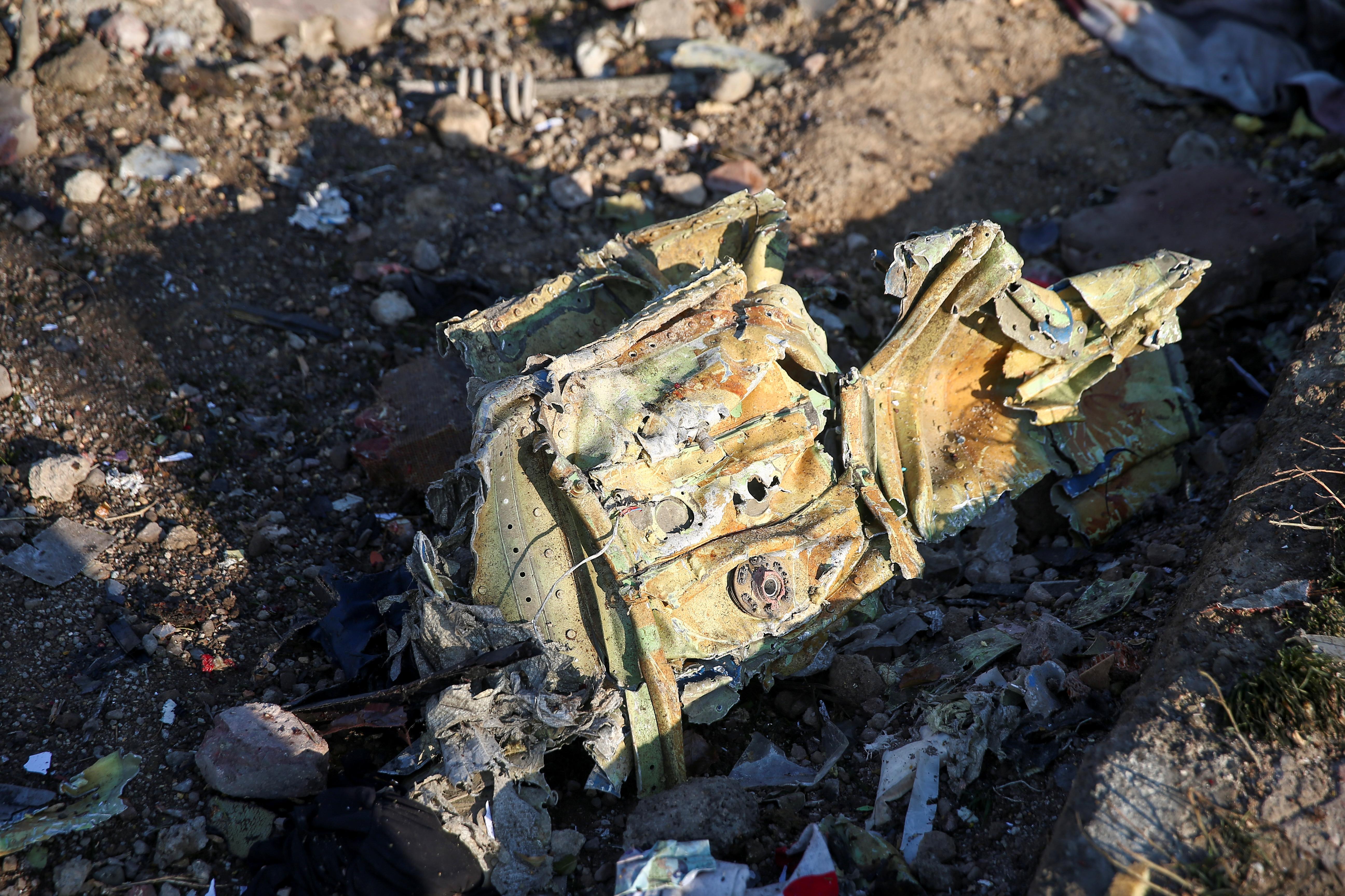 Restos del avión ucraniano que cayó en Teherán (REUTERS)