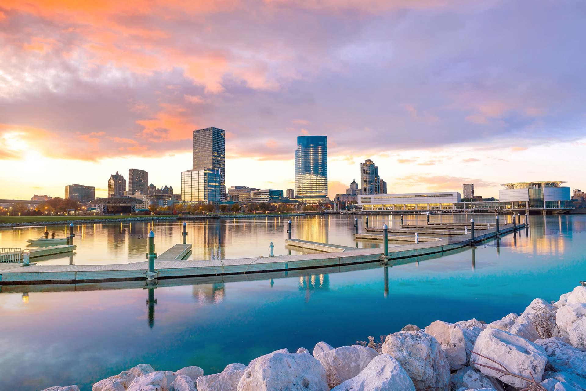 Milwaukee, Wisconsin, ocupa el primer lugar en la lista de destinos de tendencias de Airbnb para 2020 con un crecimiento masivo del 729% en las reservas anuales. Un tesoro histórico bañado por las orillas del lago Michigan