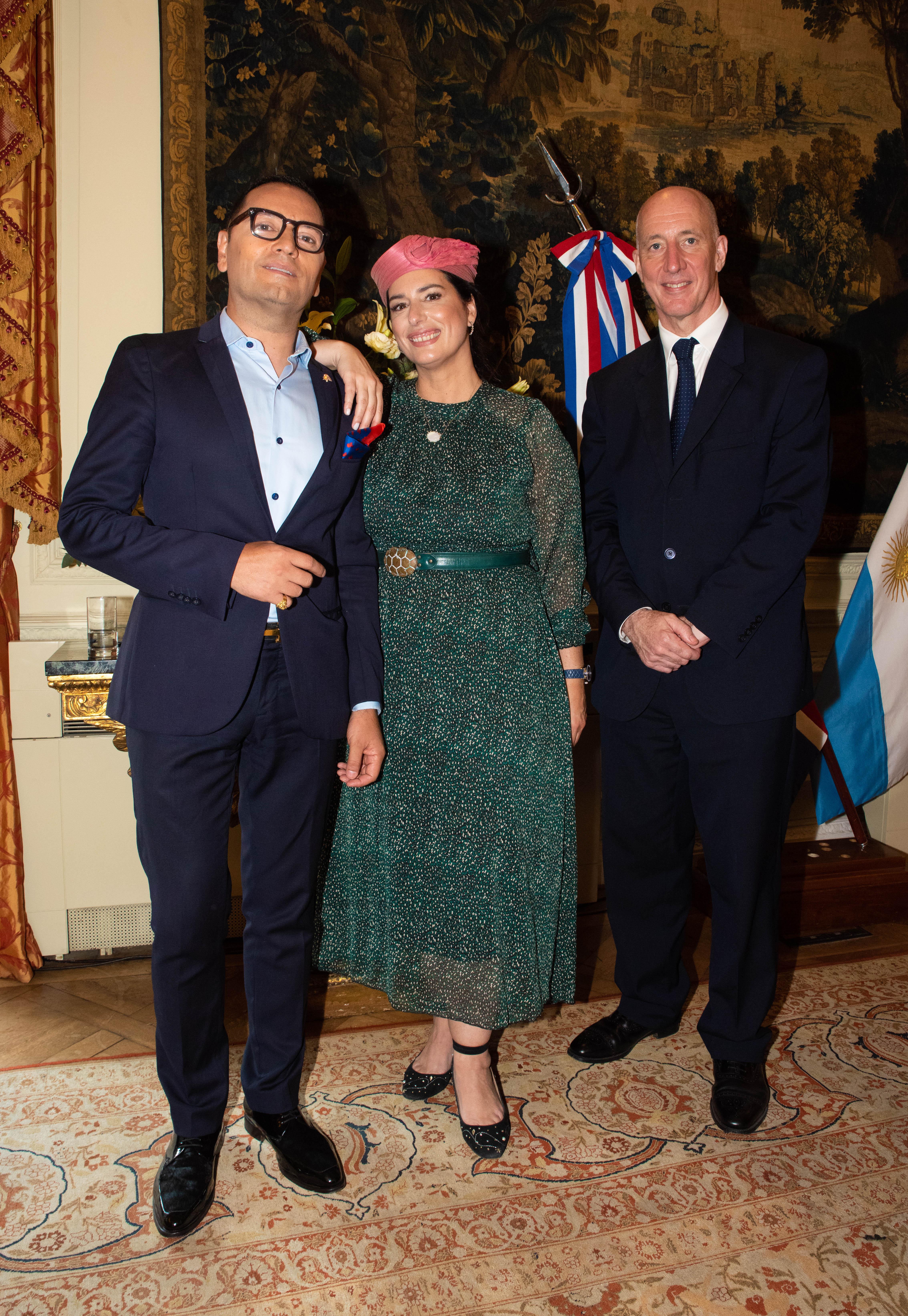Fabián Medina Flores, Inés Berton y el embajador británico Mark Kent