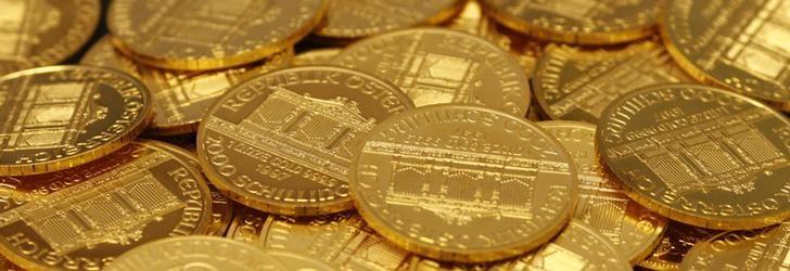 Unas monedas de oro en la casa de subastas Dorotheum en Viena, abr 16, 2013. REUTERS/Leonhard Foeger