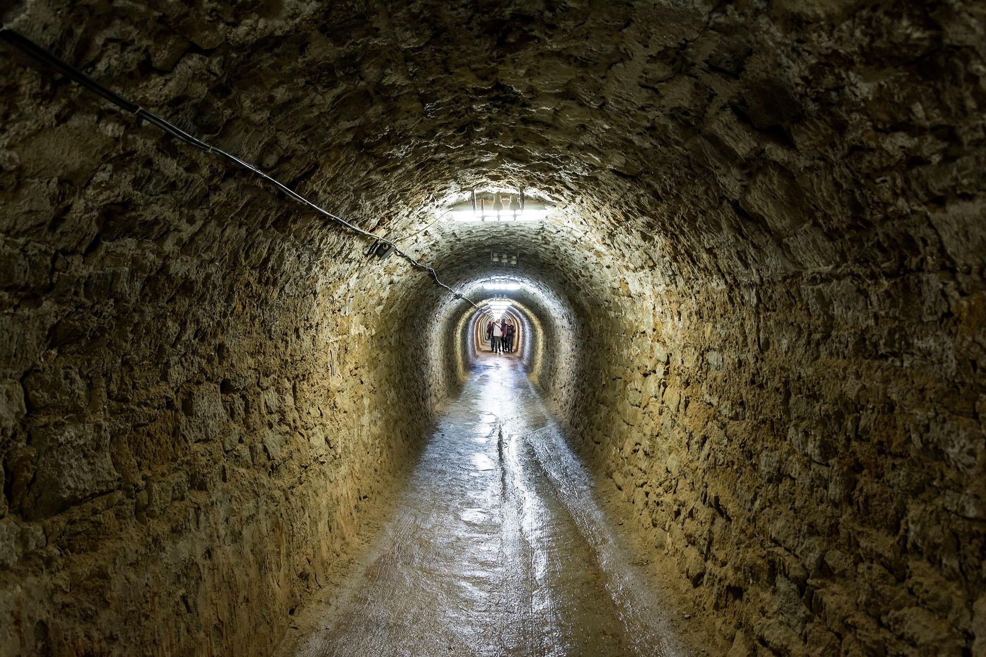 La enorme mina ahora ha recibido un cambio de imagen alucinante, transformándose en un parque temático futurista a más de 100 metros bajo tierra