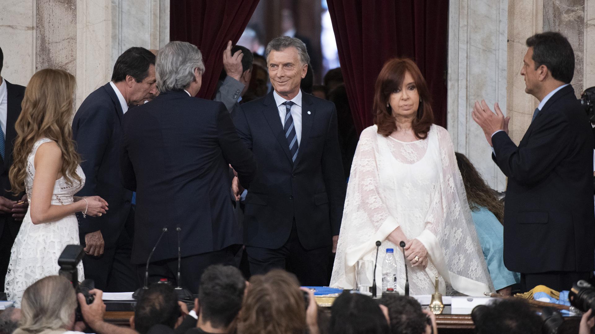 El momento del ingreso del presidente saliente, Mauricio Macri, al recinto
