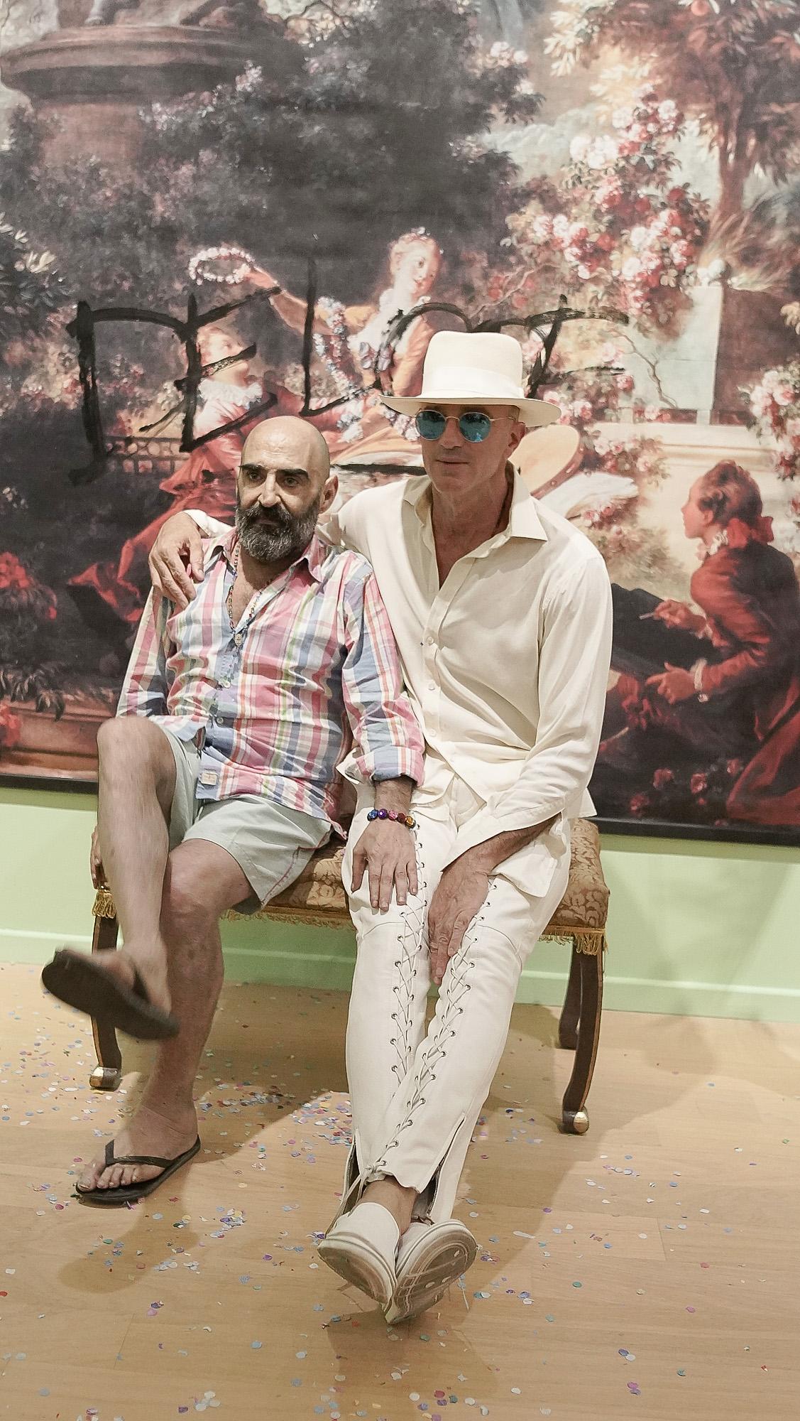 El artista Sergio De Loof junto a Alan Faena en la presentación de su exposición