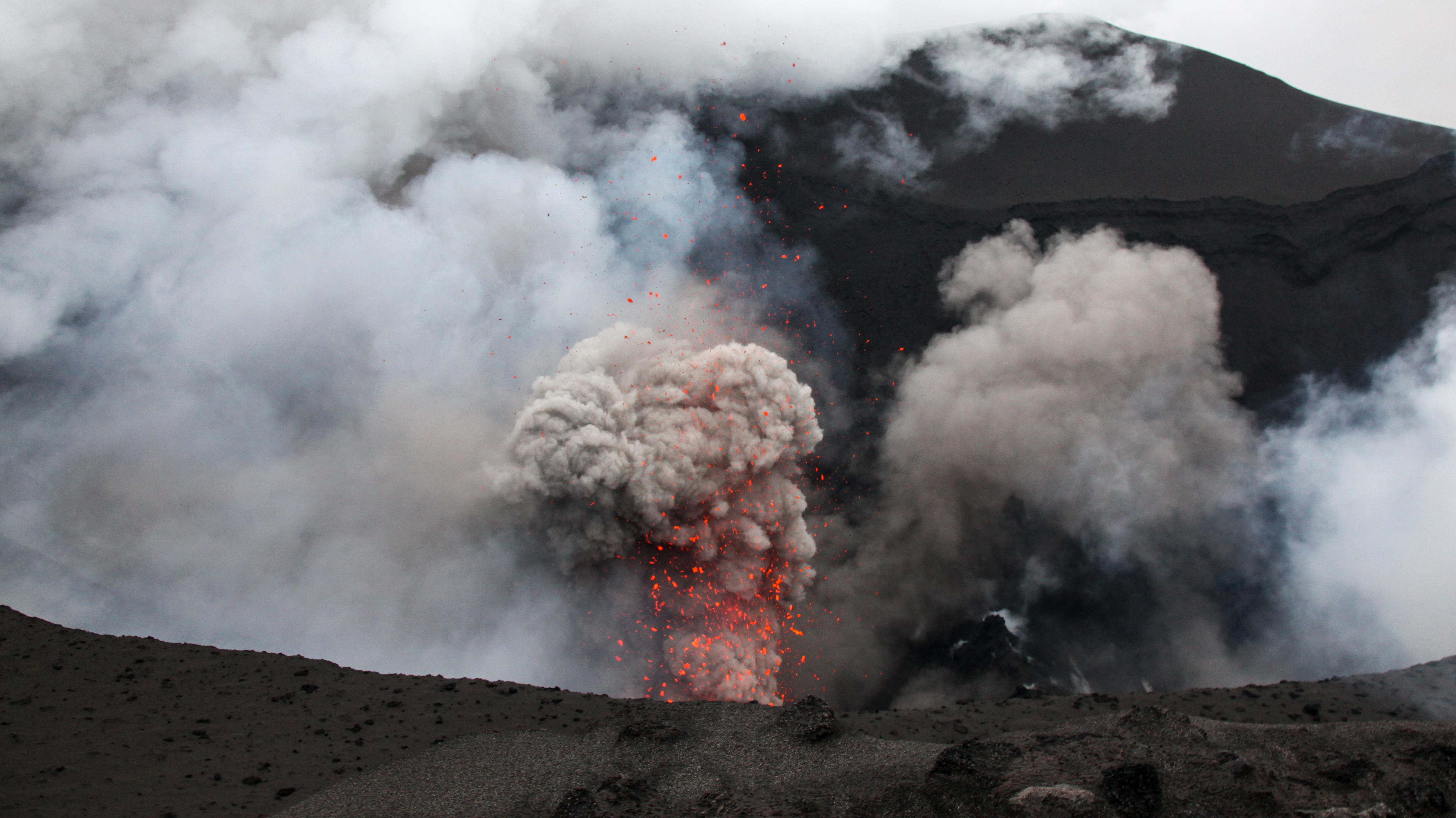La Oficina de Turismo de Vanuatu, afirma que el misterioso resplandor de uno de los pocos volcanes en el mundo con un lago de lava visible también es un atractivo turístico