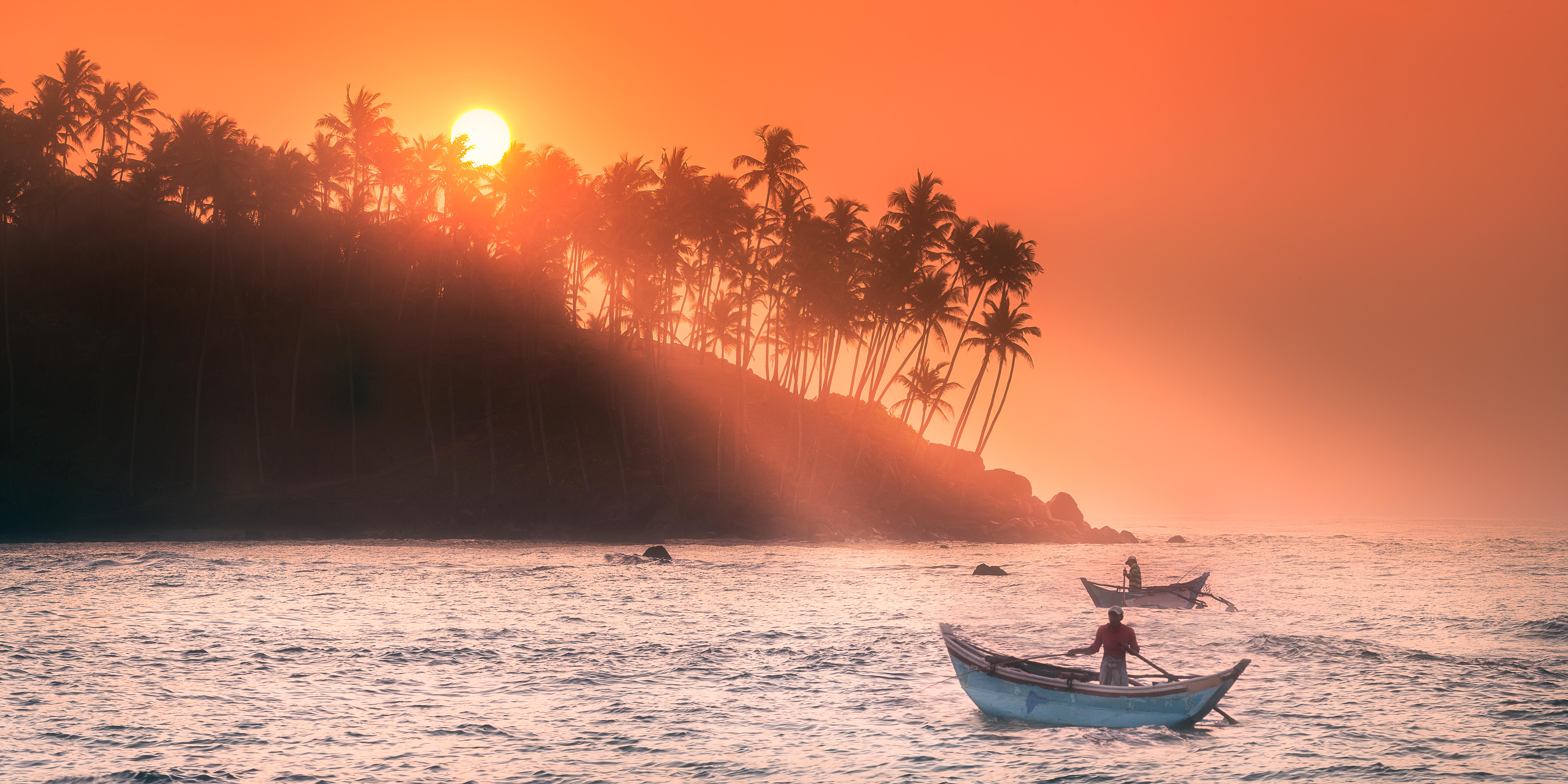 Mirissa es un pequeño pueblo en la costa sur de Sri Lanka, ubicado en el distrito de Matara de la Provincia del Sur. La playa y la vida nocturna de Mirissa lo convierten en un popular destino turístico. También es un puerto pesquero y uno de los principales lugares de observación de ballenas y delfines de la isla