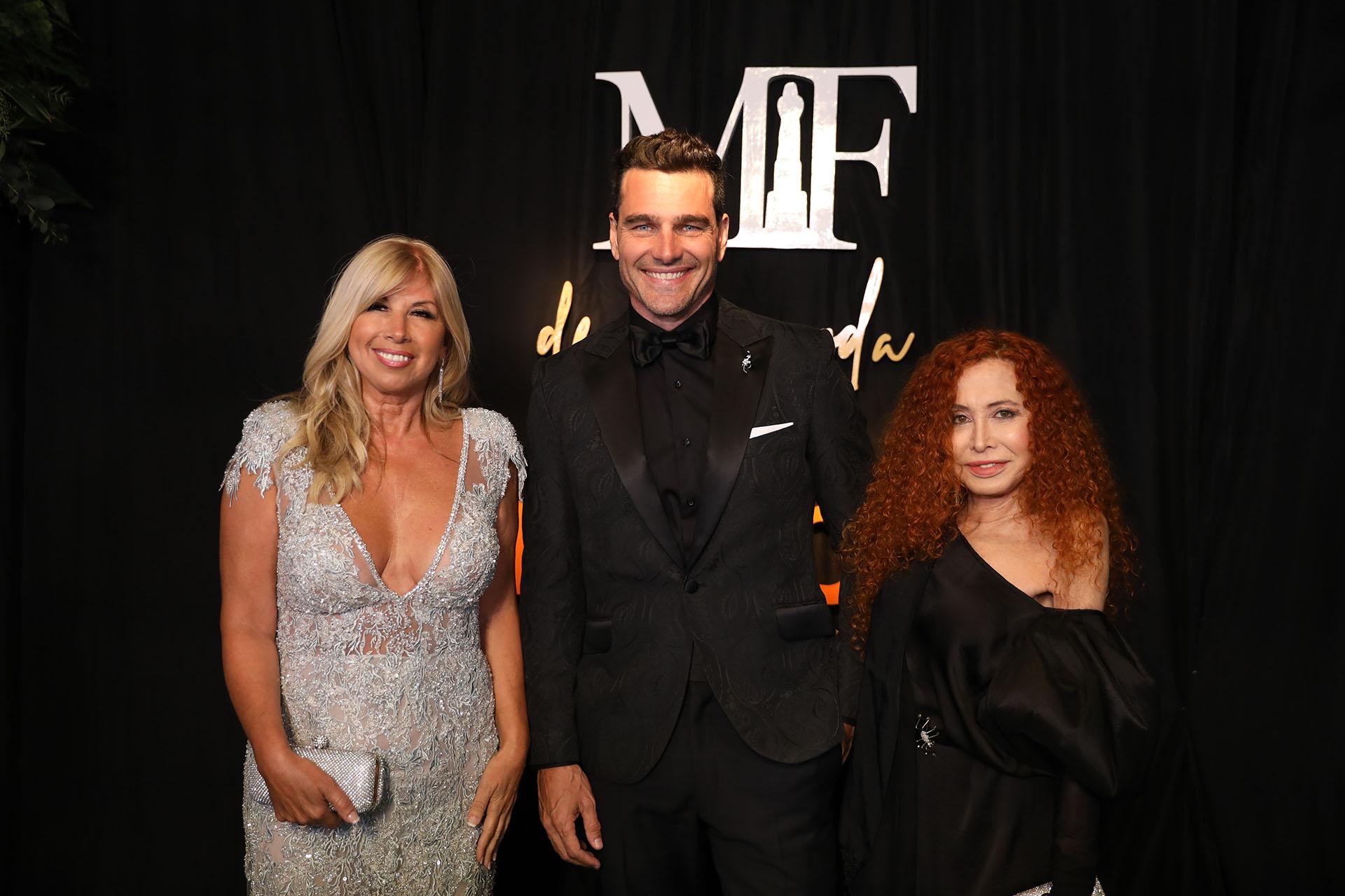 Hernán Drago junto a las diseñadoras Claudia Arce y Maureene Dinar