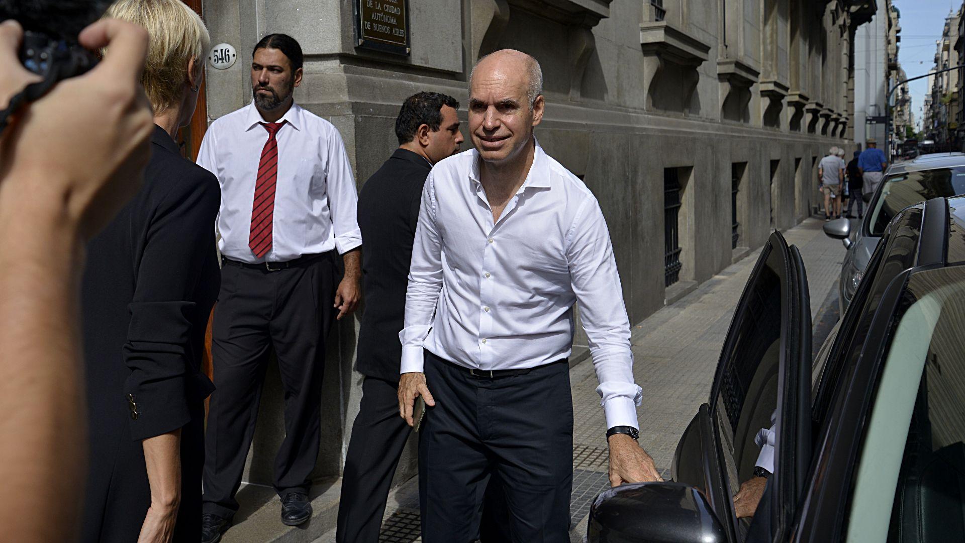 Horacio Rodríguez Larreta inauguró las sesiones ordinarias en la Legislatura porteña con un discurso que duró 55 minutos. El Jefe de Gobierno porteño lució una camisa blanca con botones desabrochados y sin corbata.