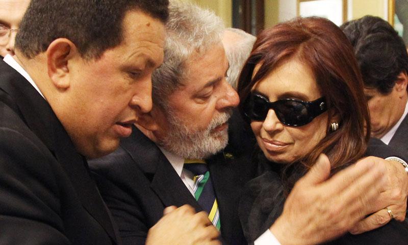 Fiel a su estilo cargado de adjetivos, Chávez también saludó a la memoria de su par argentino: