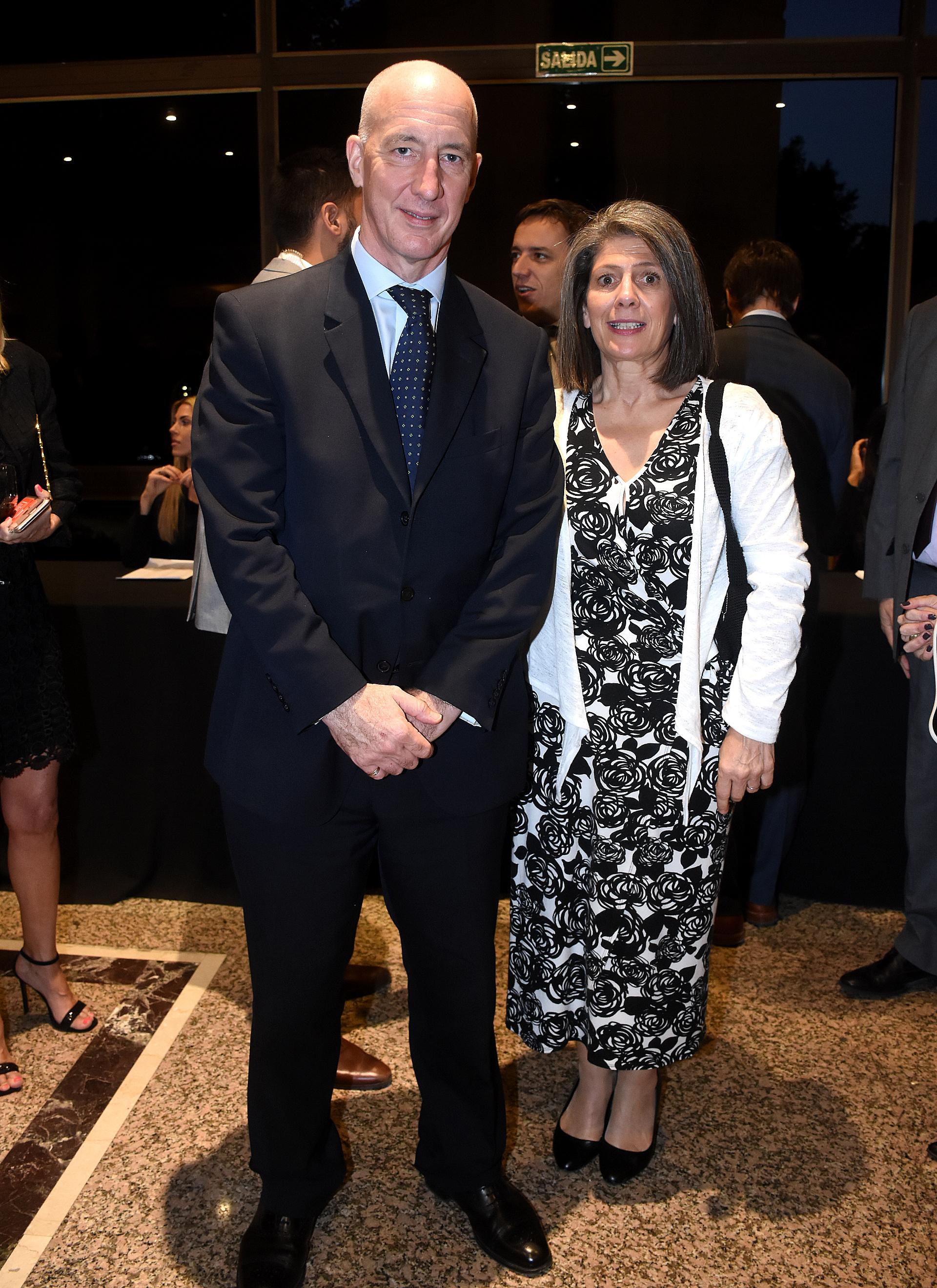 Mark Kent, embajador del Reino Unido en Argentina, junto a su mujer, Martine Delogne