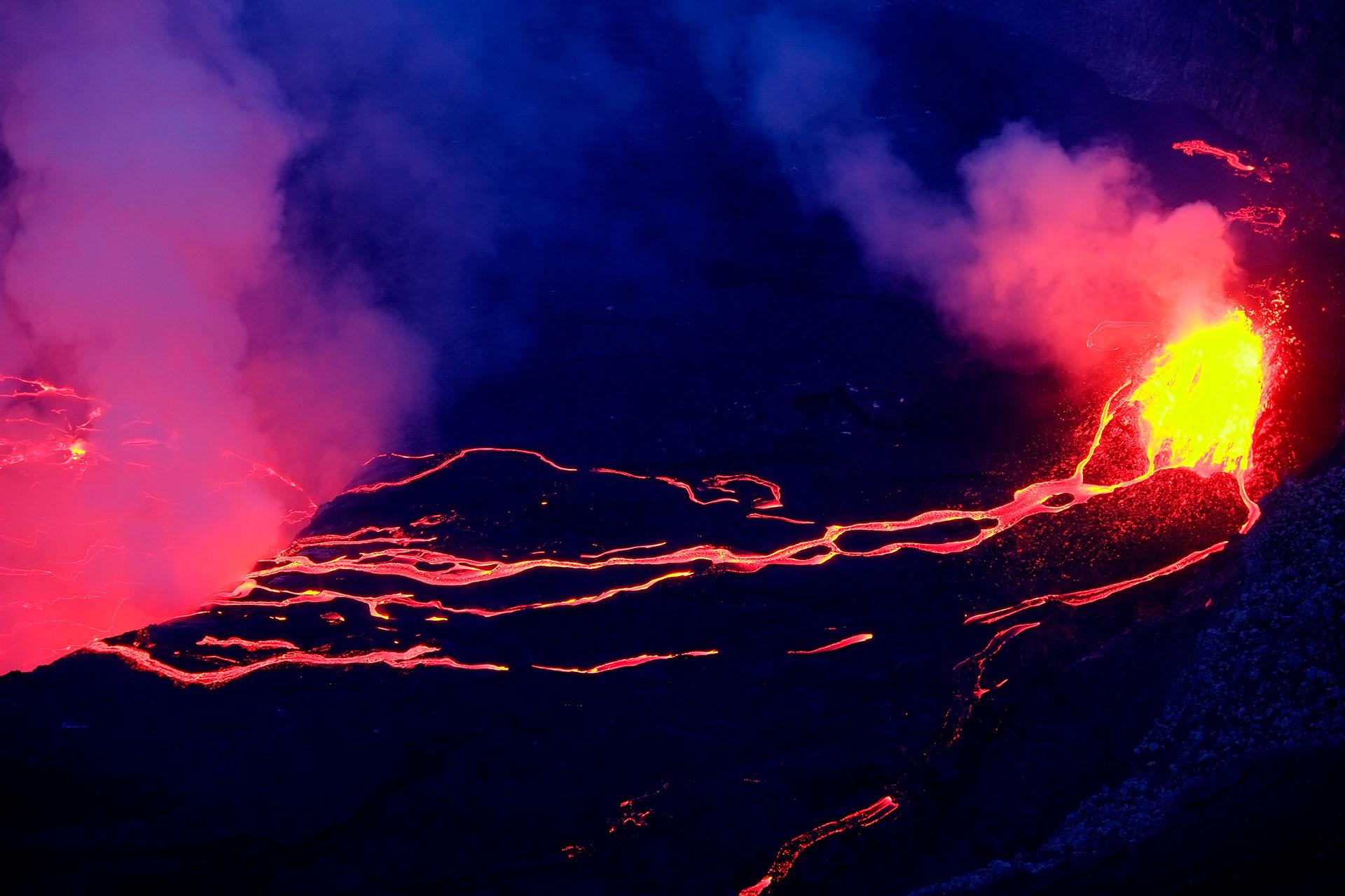 En 2002, la última vez que entró en erupción, se produjeron un total de 45 víctimas mortales, además de destruir una gran cantidad de edificios en las localidades cercanas