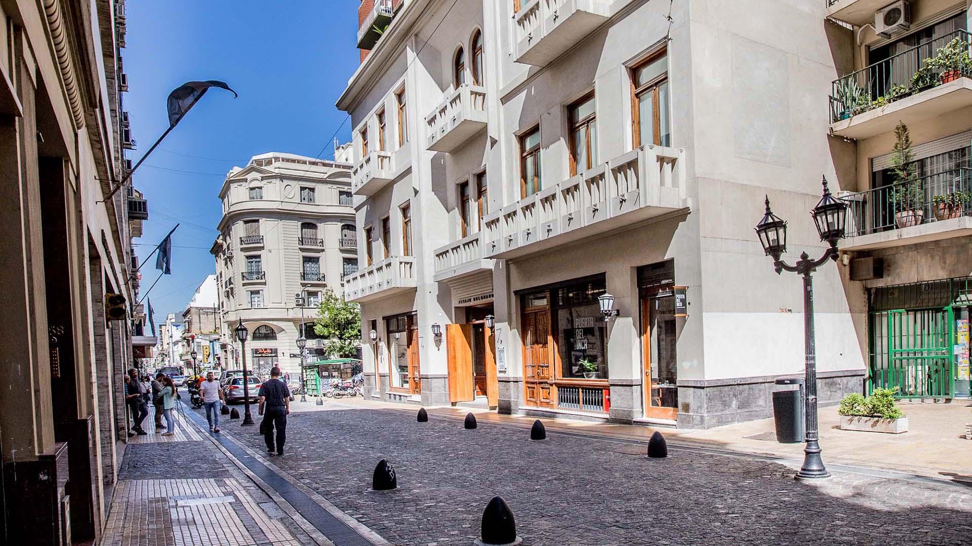 El edificio Pasaje Belgrano está ubicado en Bolivar 373, en el barrio de San Telmo