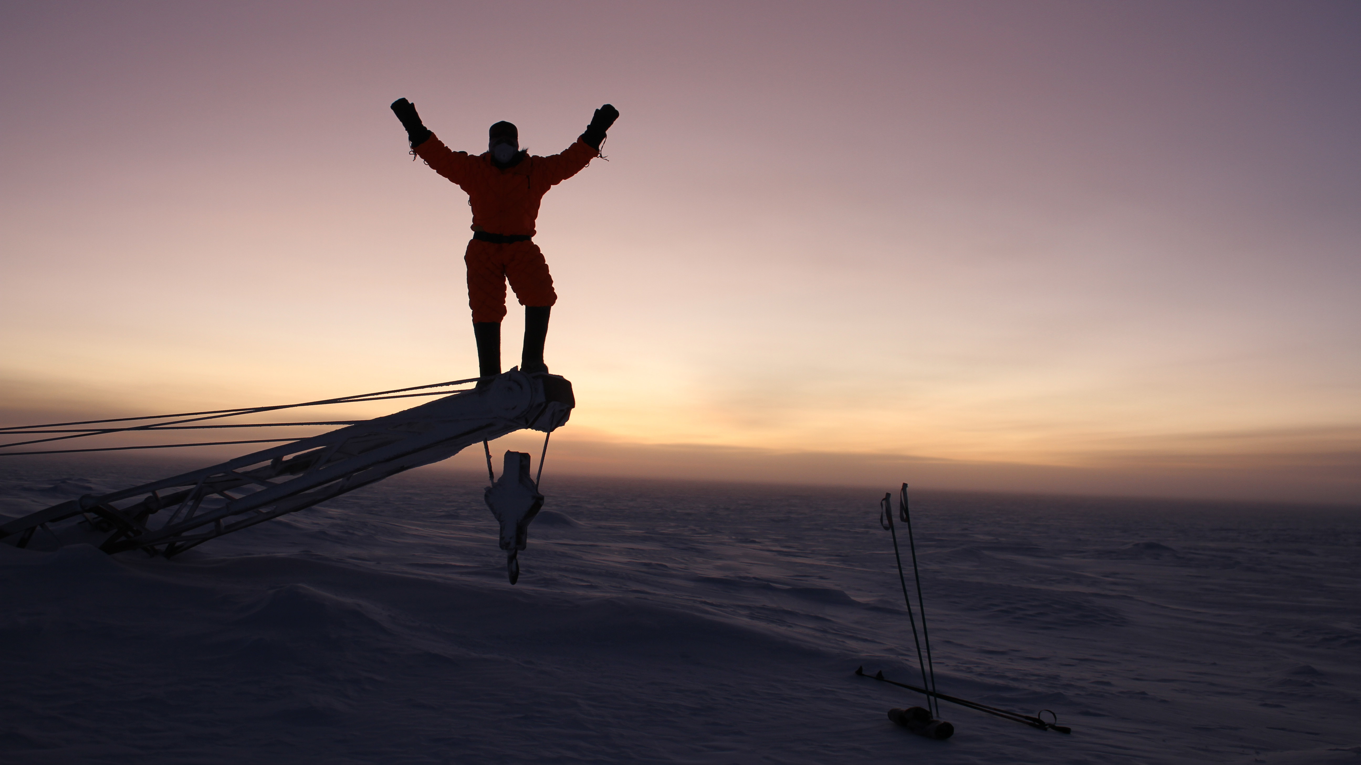 La antigua estación de investigación de la Unión Soviética ubicada en la Antártida Oriental, es el lugar más frío de la Tierra. Vostok registró una temperatura de menos 128.6°F (menos 89.2°C) el 21 de julio de 1983, según la Organización Meteorológica Mundial (OMM), la temperatura más fría jamás registrada por una estación meteorológica