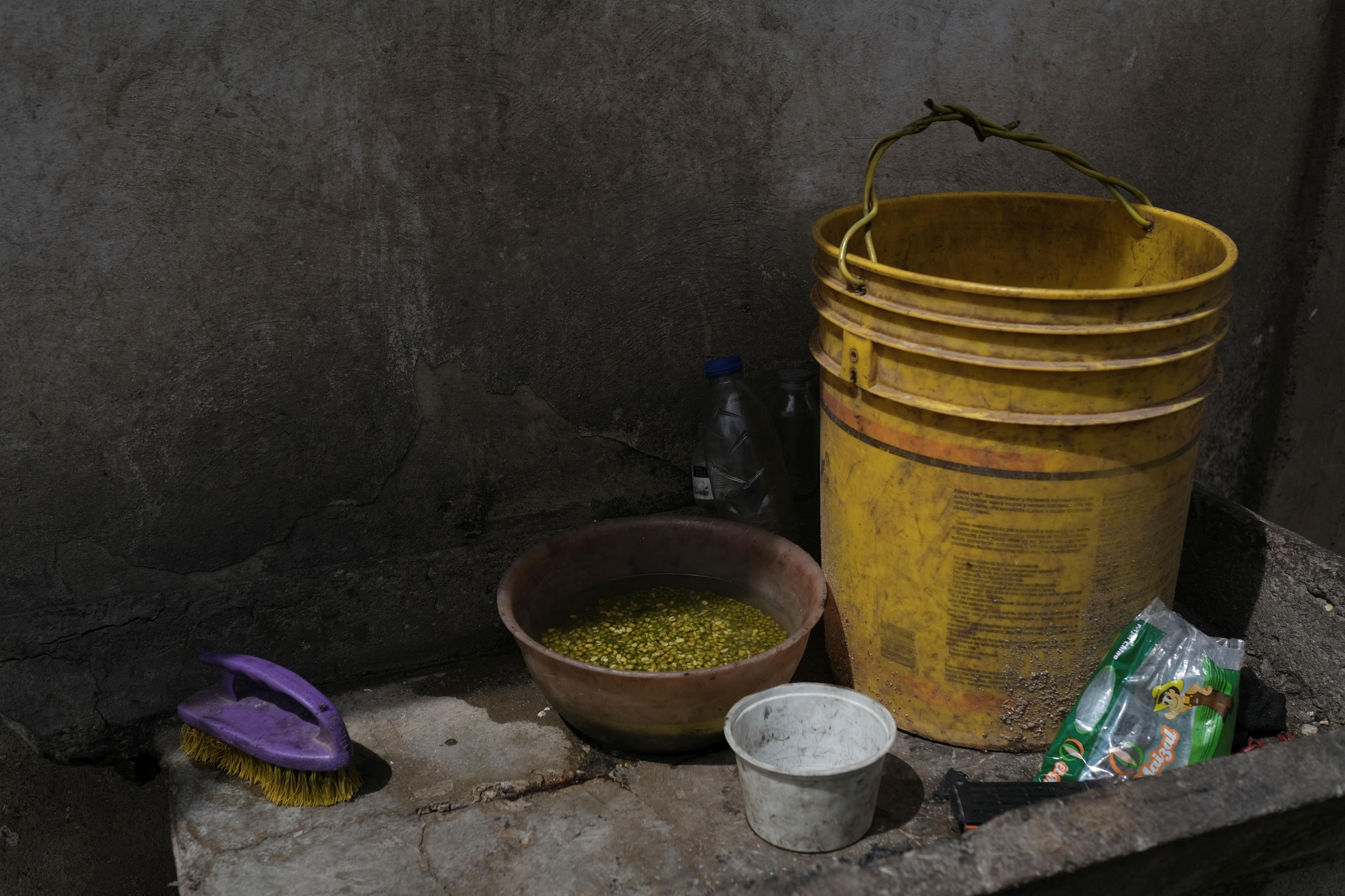 Comida para preparar en una casa de Barquisimeto (REUTERS/Carlos García Rawlins)