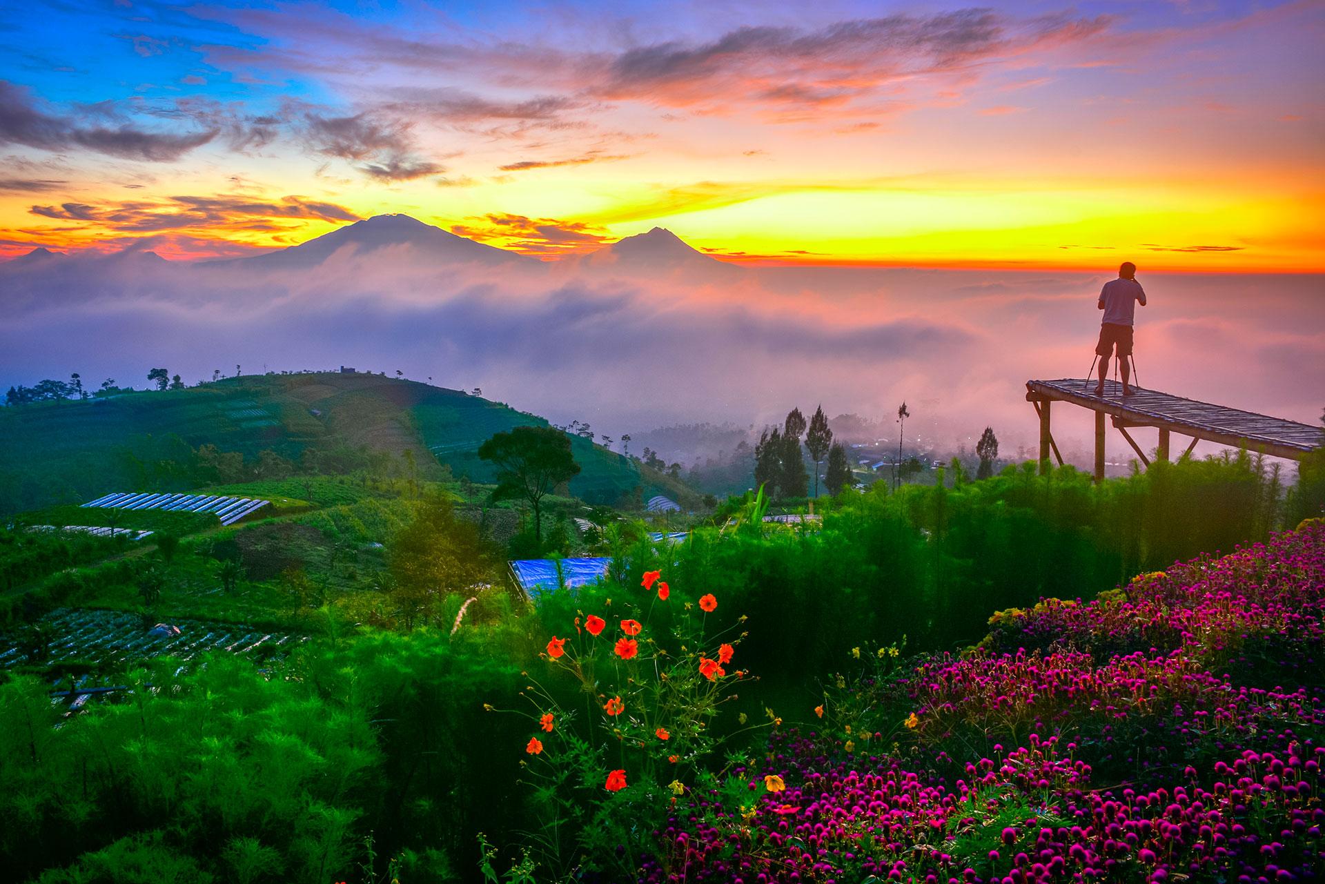 MERAPI - INDONESIA: Es uno de los más activos de todo el planeta. Según los geólogos expertos en volcanes su actividad hace que entre en erupción cada diez años aproximadamente