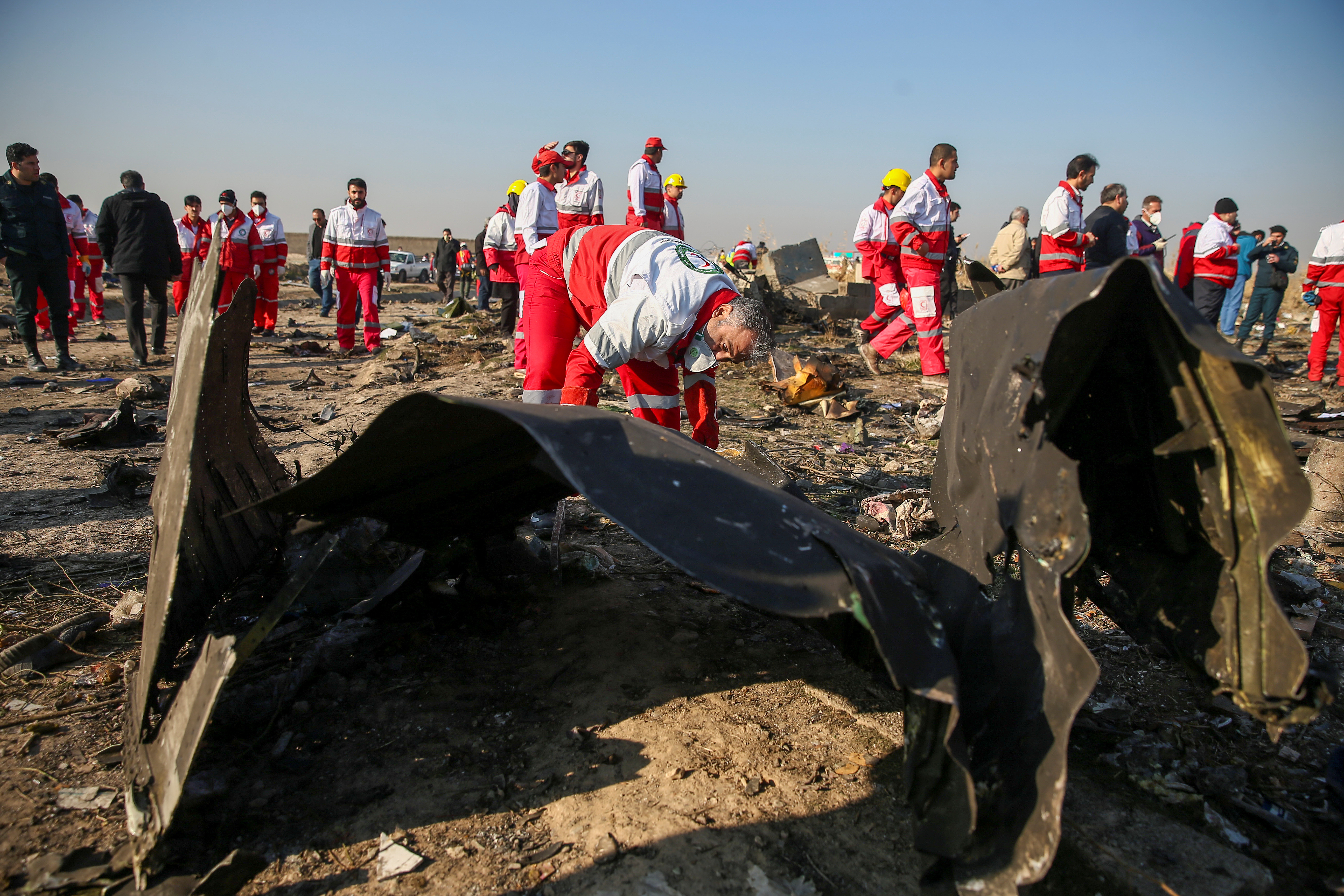 Partes del avión accidentado en Teherán (REUTERS)