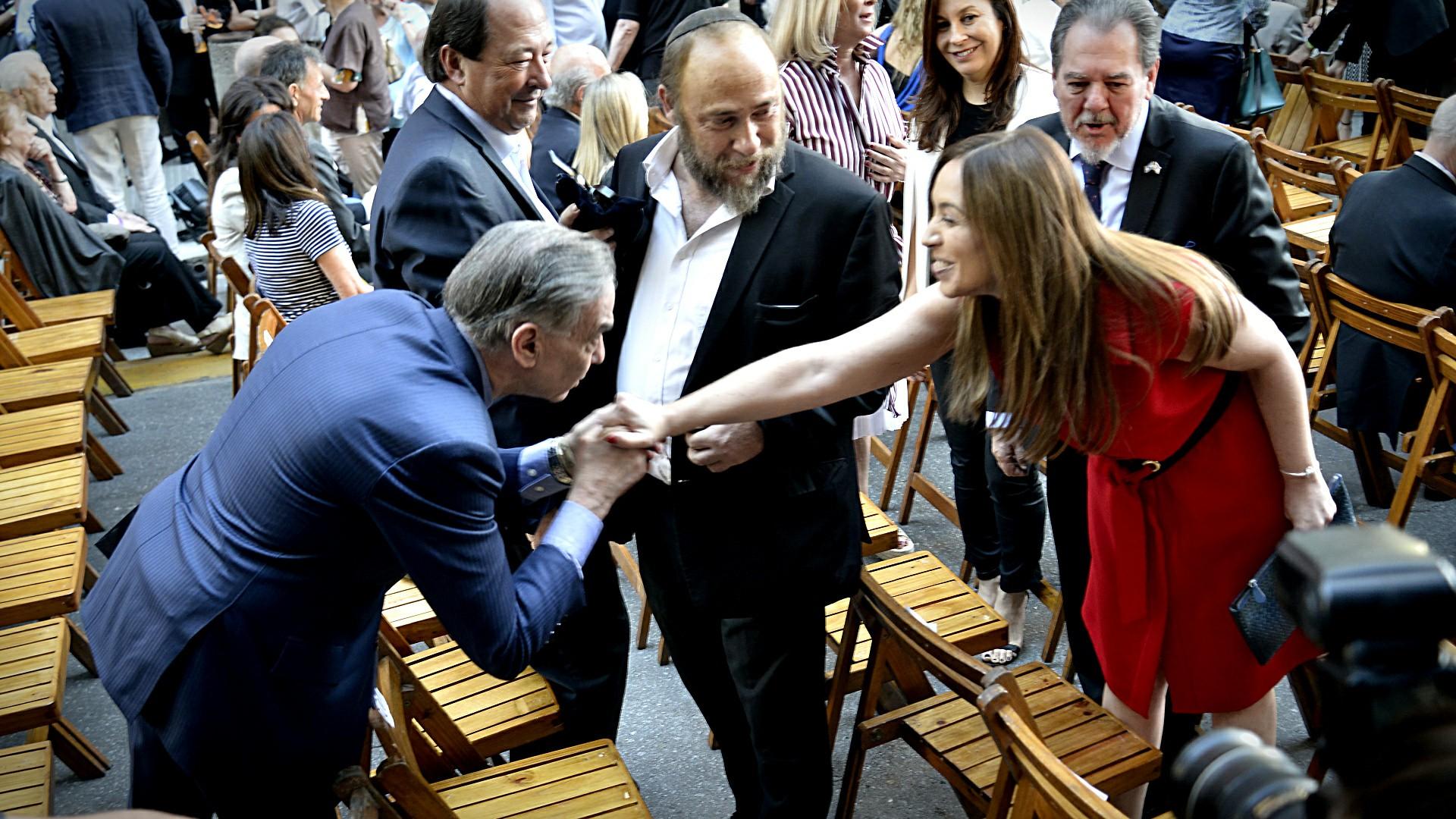 Miguel Ángel Pichetto saluda a Maria Eugenia Vidal