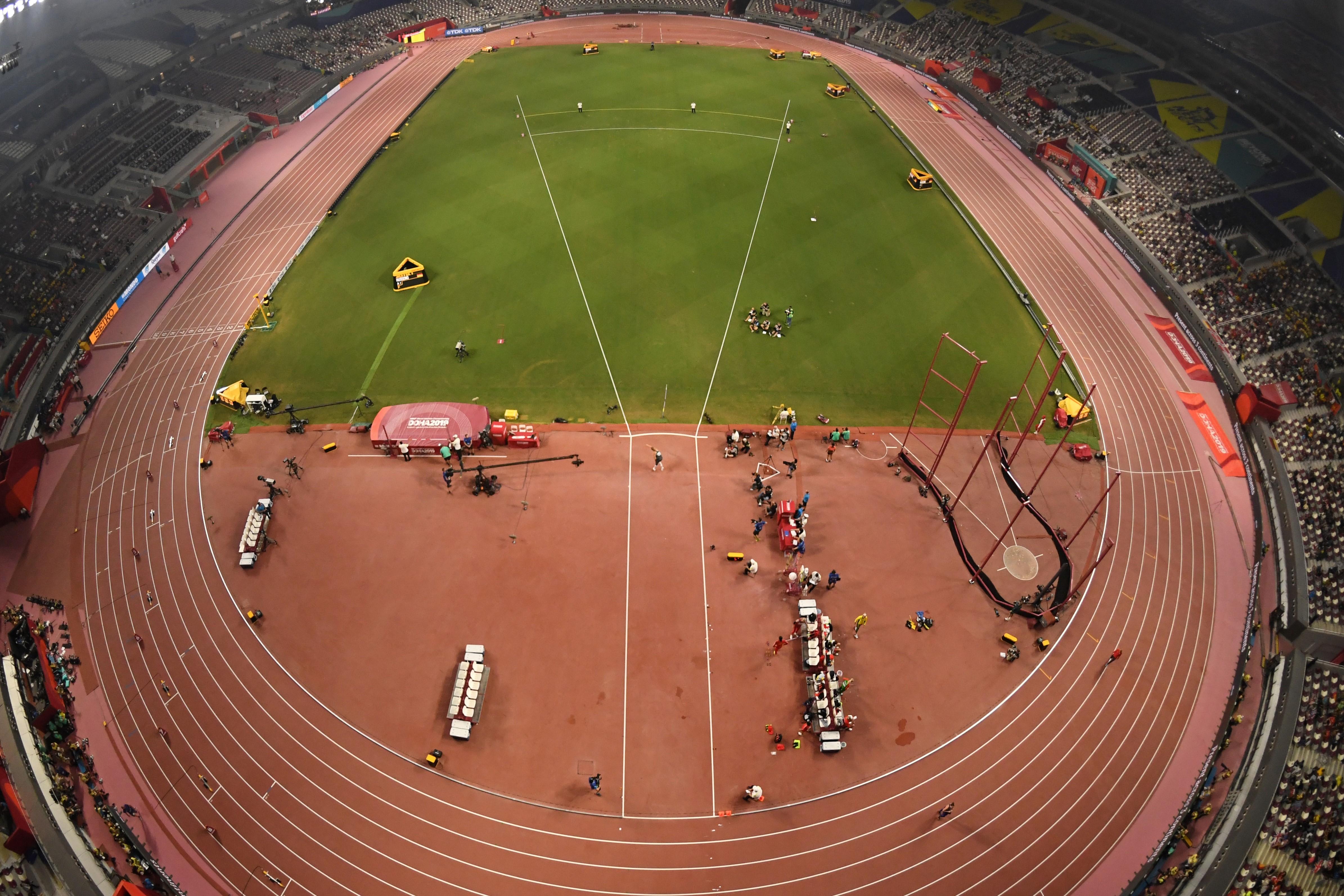 El Khalifa Stadium tiene lugar para 40 mil personas, pero en la final de los 100 metros femeninos no había siquiera 10 mil asistentes