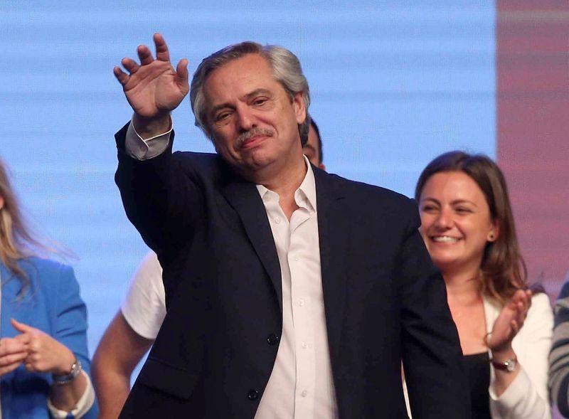 Alberto Fernández la noche de la victoria del Frente de Todos. Le ganó a la fórmula de Juntos por el Cambio por una diferencia de menos de 7 puntos, menos de lo que esperaba. Igual, la victoria fue contundente.