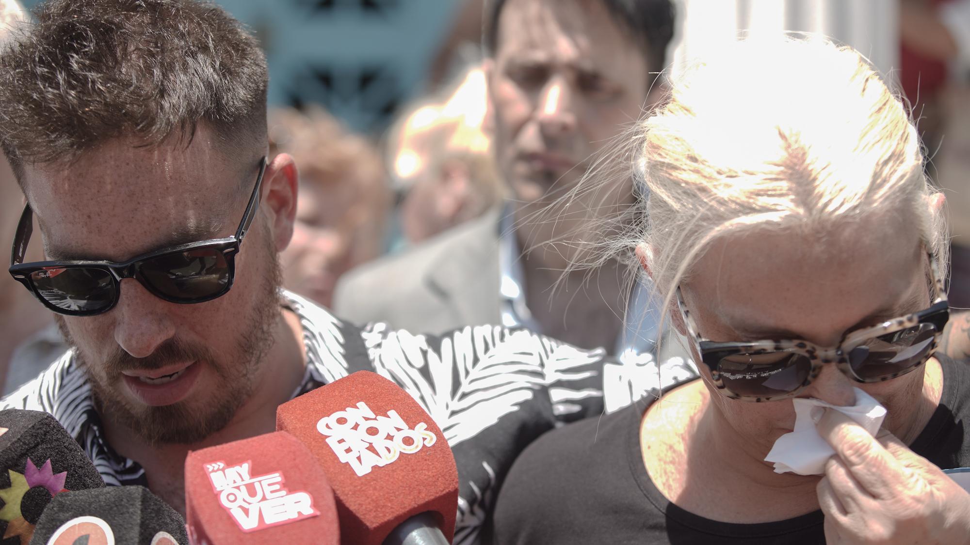 Federico habló con la prensa, a pesar del sufrimiento por la pérdida de su padre