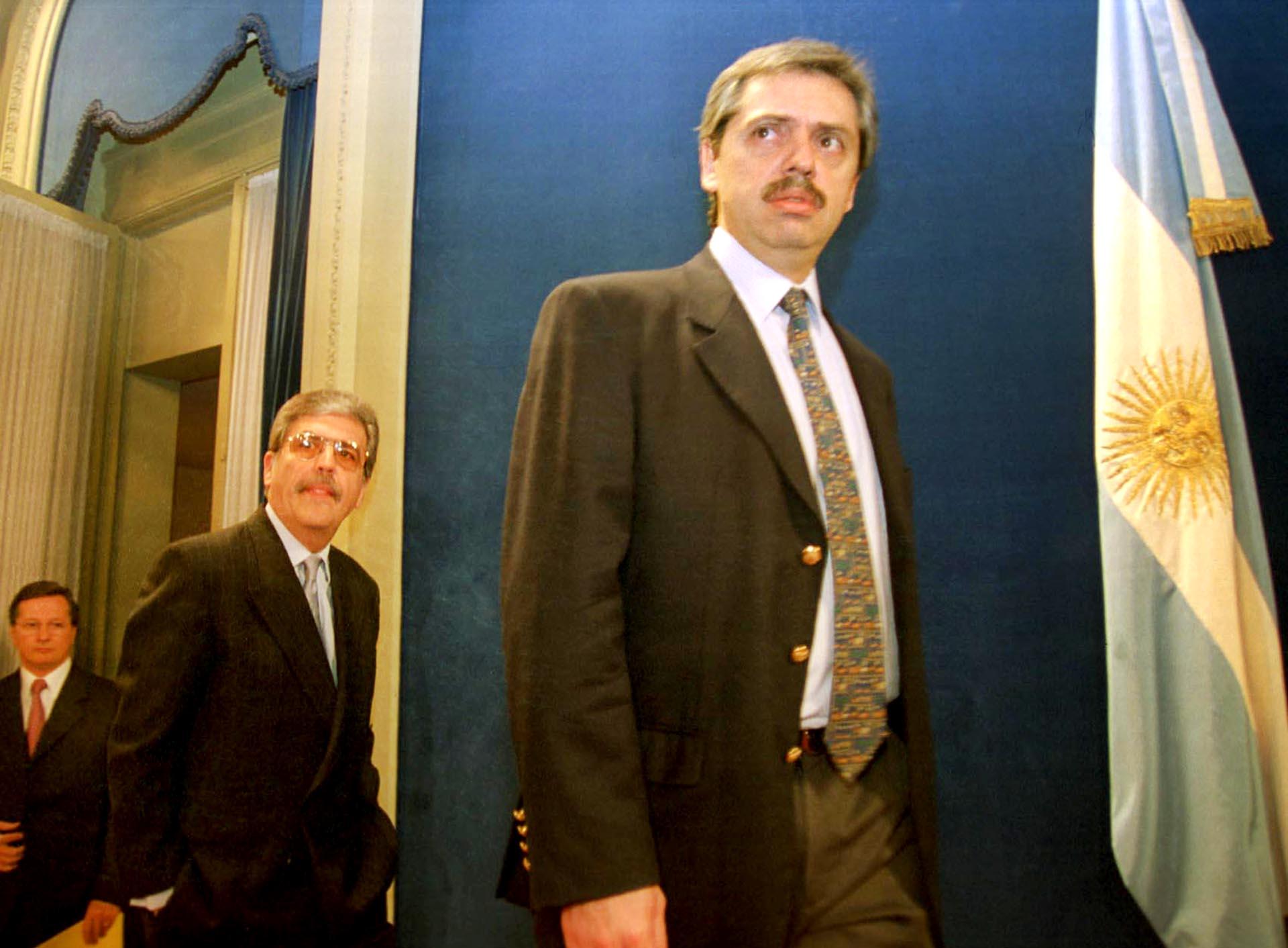 El 19 de noviembre de 2003, con Julio De Vido, infomaron la decisión de intervenir el Correo Argentino, en ese momento en manos del Grupo SOCMA de la familia Macri.