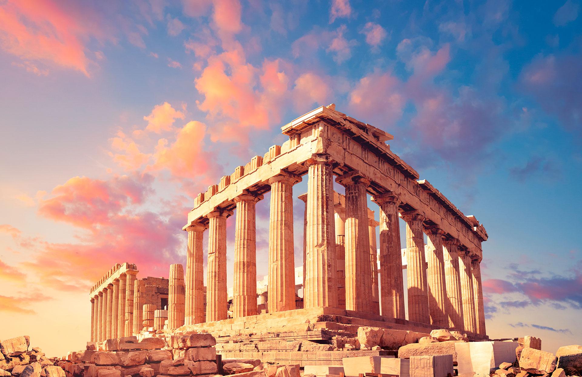 Se trata de un templo consagrado a la protectora de Atenas, Atenea Partenos, y uno de los principales templos dóricos octástilos, algo poco frecuente, de mármol blanco del Pentélico y cubierto con tejas de mármol de Paros, que se conservan