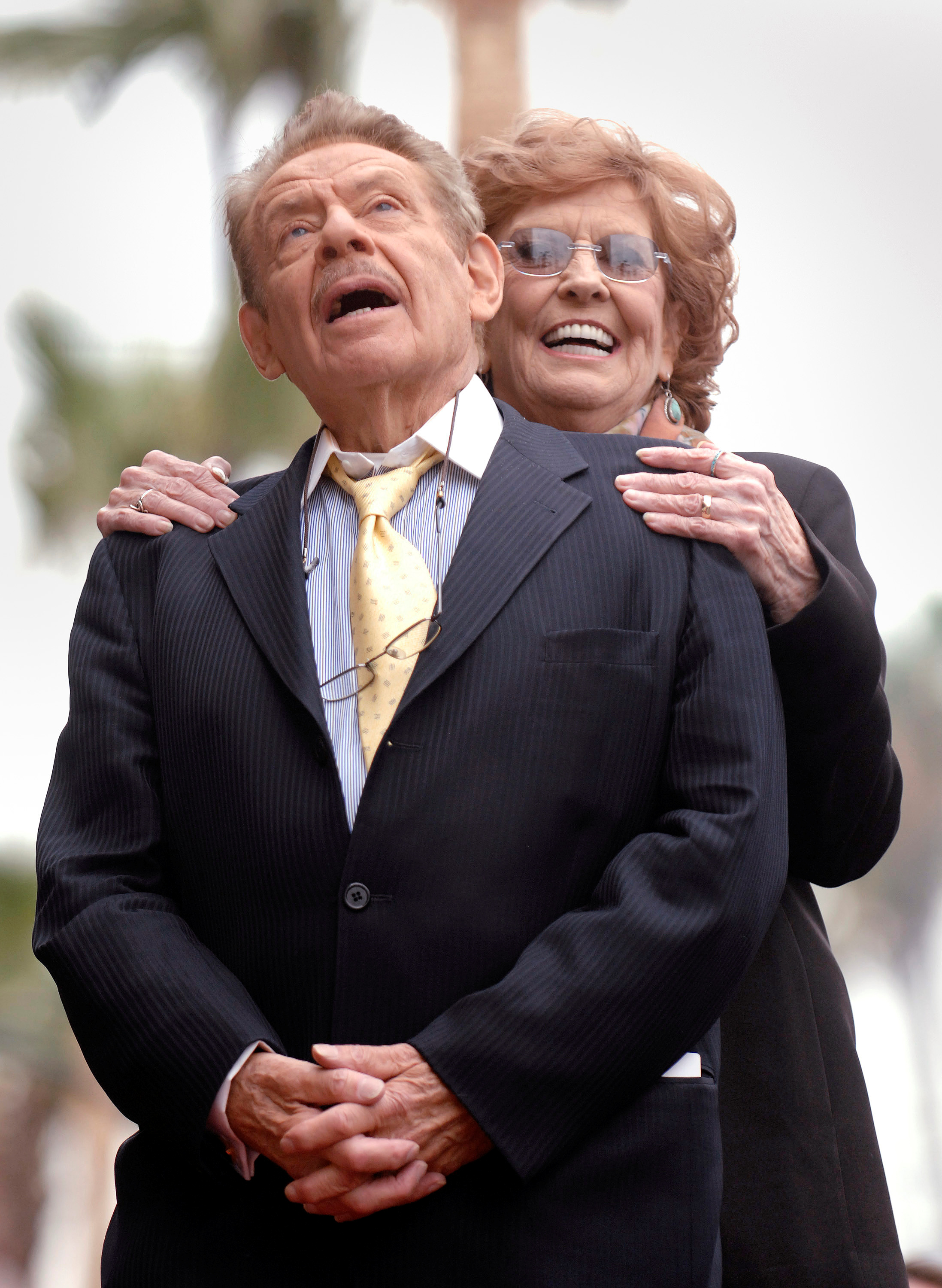 Jerry Stiller y su esposa Anne Meara durante la ceremonia en la Hollywood Walk of Fame de Los Angeles (REUTERS/Phil McCarten/archivo)