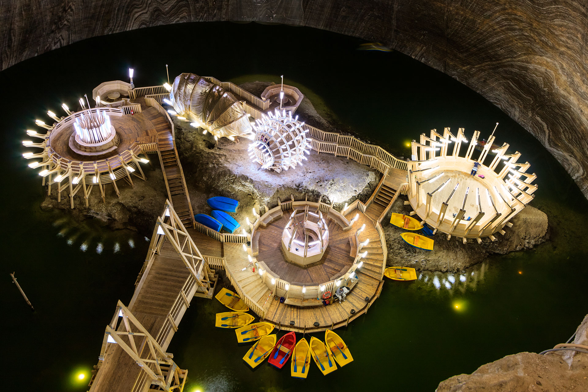 La mina finalmente cerró en 1932. Hoy en su lugar se ubica el fascinante parque temático Salina Turda