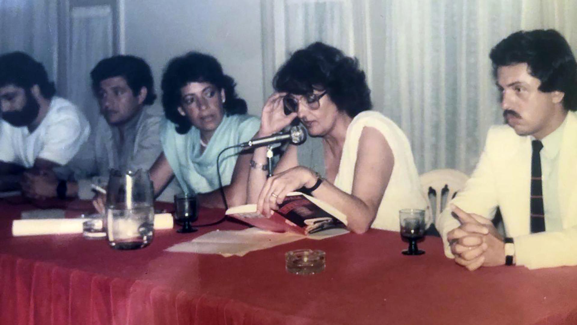 """En 1985, junto a Graciela Fernández Meijide, presentó el libro """"Juicio a la impunidad"""", que escribieron los periodistas Mona Moncalvillo y Manuel Martin."""