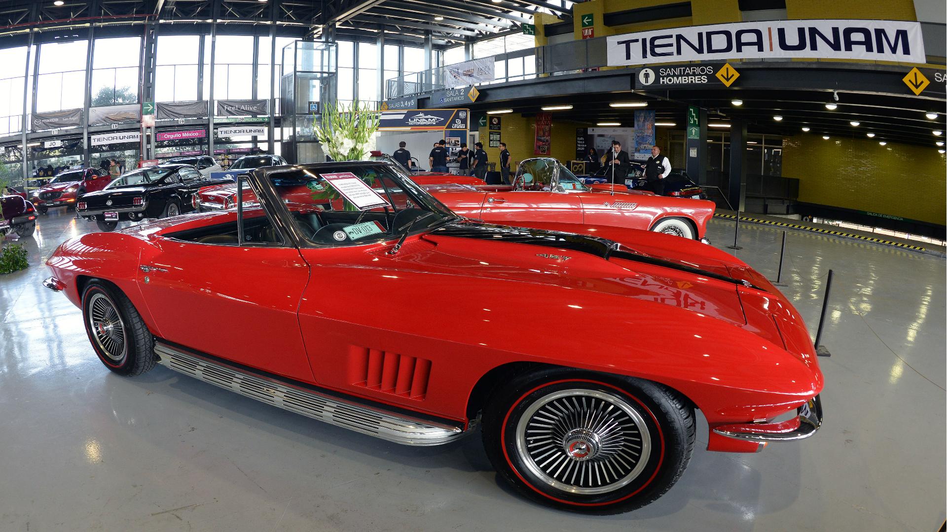 Se presentaron más de 100 modelos deportivos de los años 60 (Foto: UNAM)