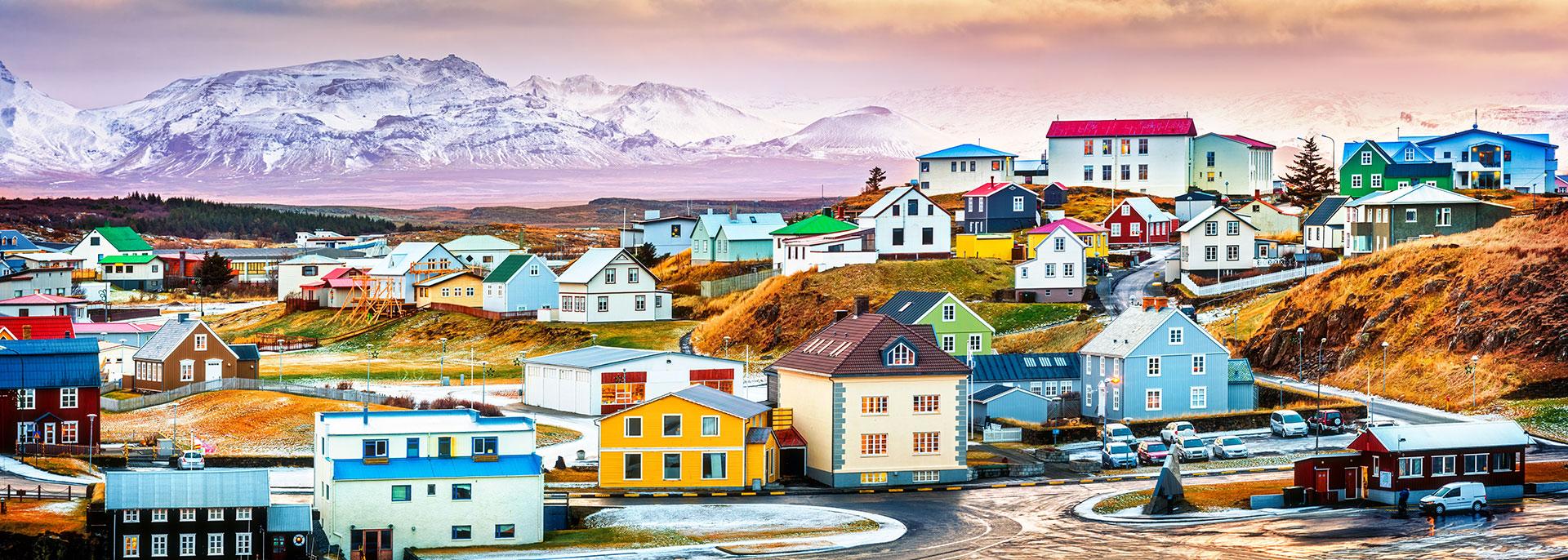 Con un área de 10 kilómetros cuadrados, el municipio de Islandia es en términos de extensión uno de los más pequeños de la región y de toda la isla. Su población es de 1.100 habitantes, según el censo de 2011, para una densidad de 110 habitantes por kilómetro cuadrado