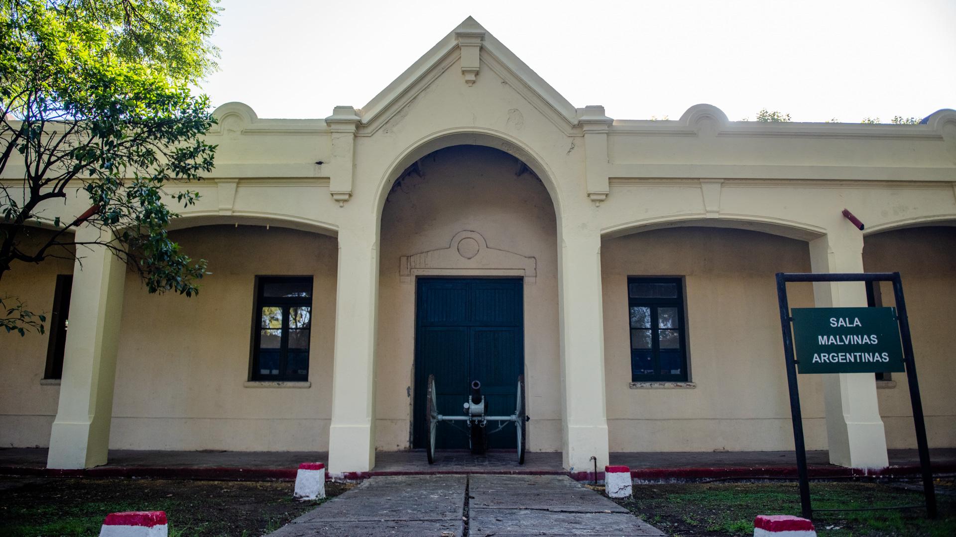 Ingreso a la Sala Malvinas Argentinas dentro de las instalaciones del Museo del Ejército Argentino