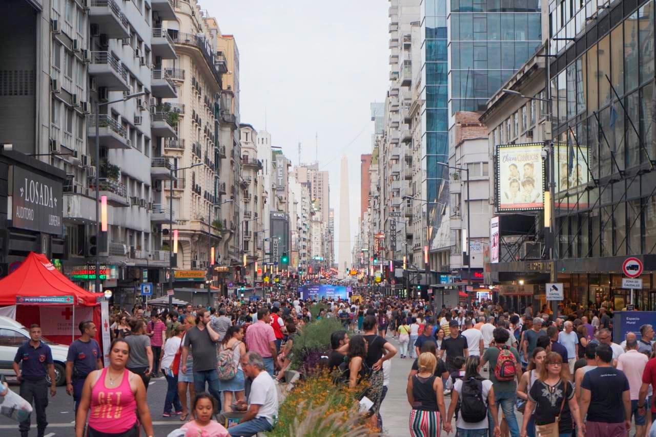 Toda la calle Corrientes se transformó en peatonal.
