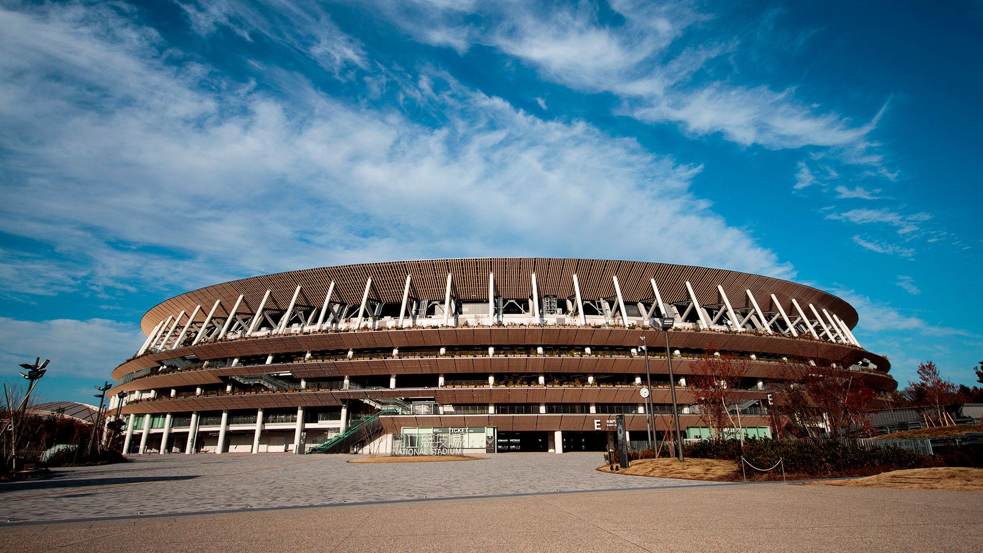 El estadio olímpico, cuyo coste se estima en 157 mil millones de yenes (1.300 millones de euros), acogerá las ceremonias de inauguración y de clausura, así como las pruebas de atletismo y algunos partidos de fútbol