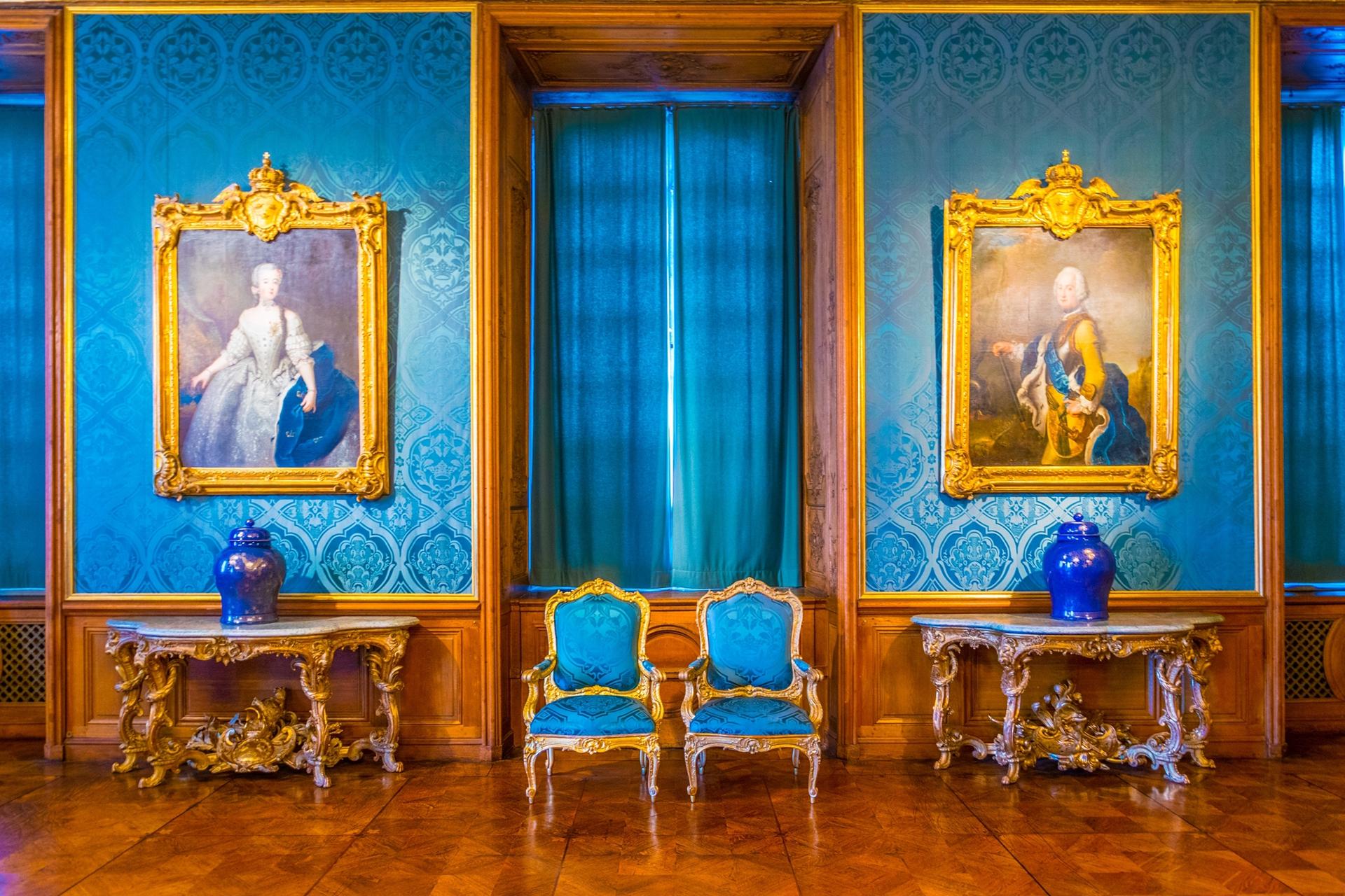 Uno de los tantos pasillos que se lucen en el Palacio Real de Estocolmo