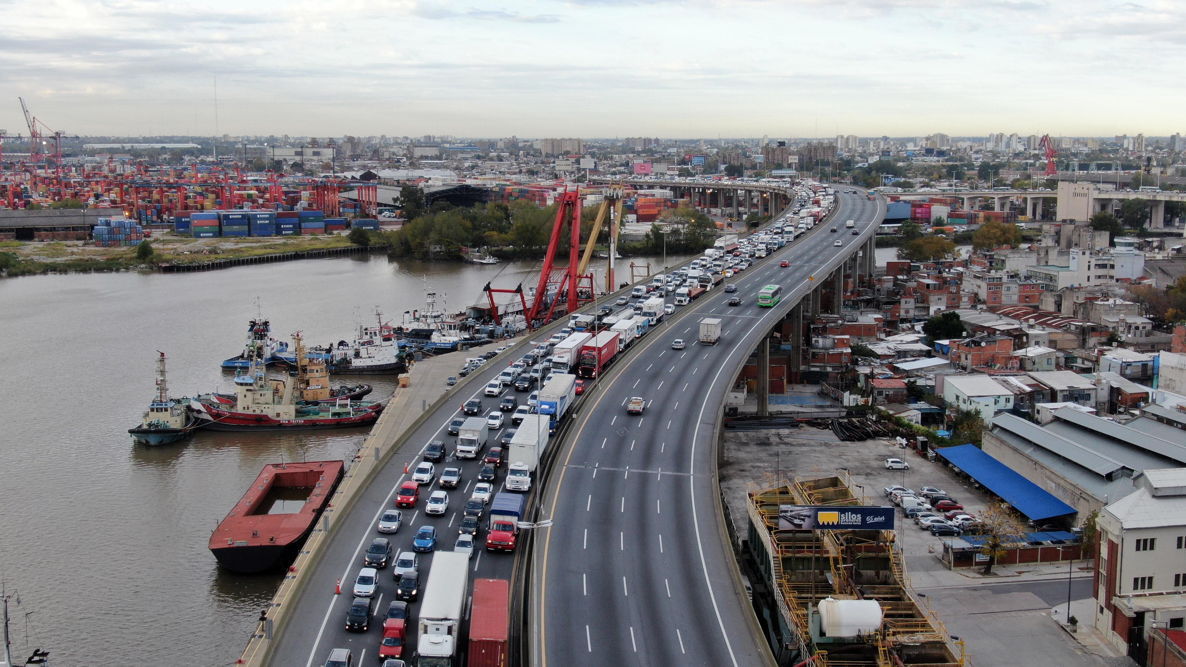 Este lunes comenzó una nueva etapa de la cuarentena. En esta foto, una imagen del ingreso a la Ciudad de Buenos por la Autopista Buenos Aires-La Plata