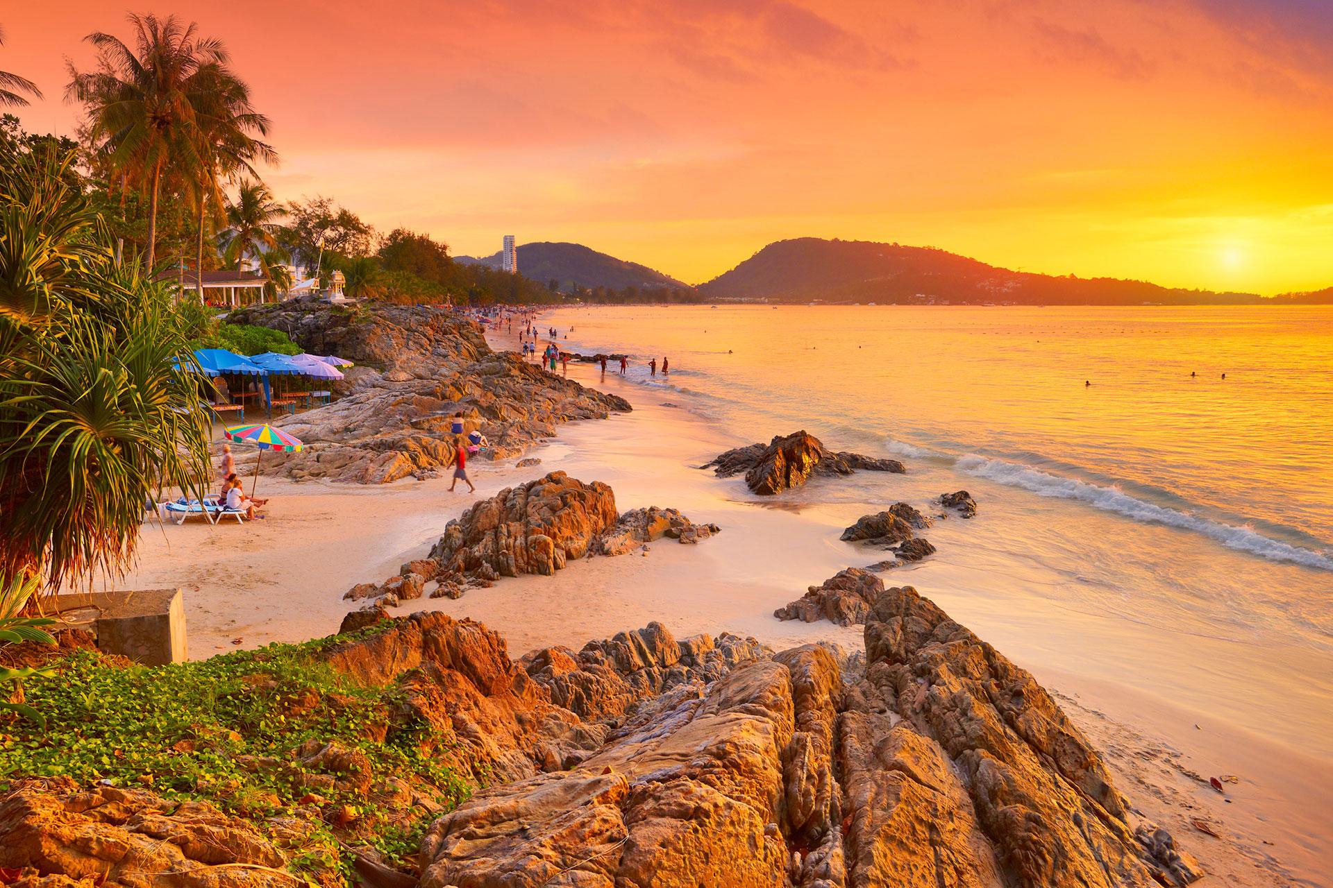 Patong Beach es posiblemente el más famoso (y sorprendente) de los resorts de playa de Phuket