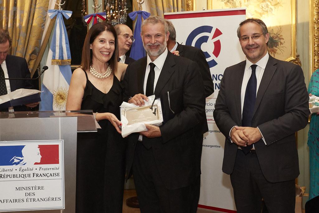 Liliana Hidalgo junto a Alejandro Golfari, director general de Lesaffre Argentina, y Rodrigo Pérez Graziano