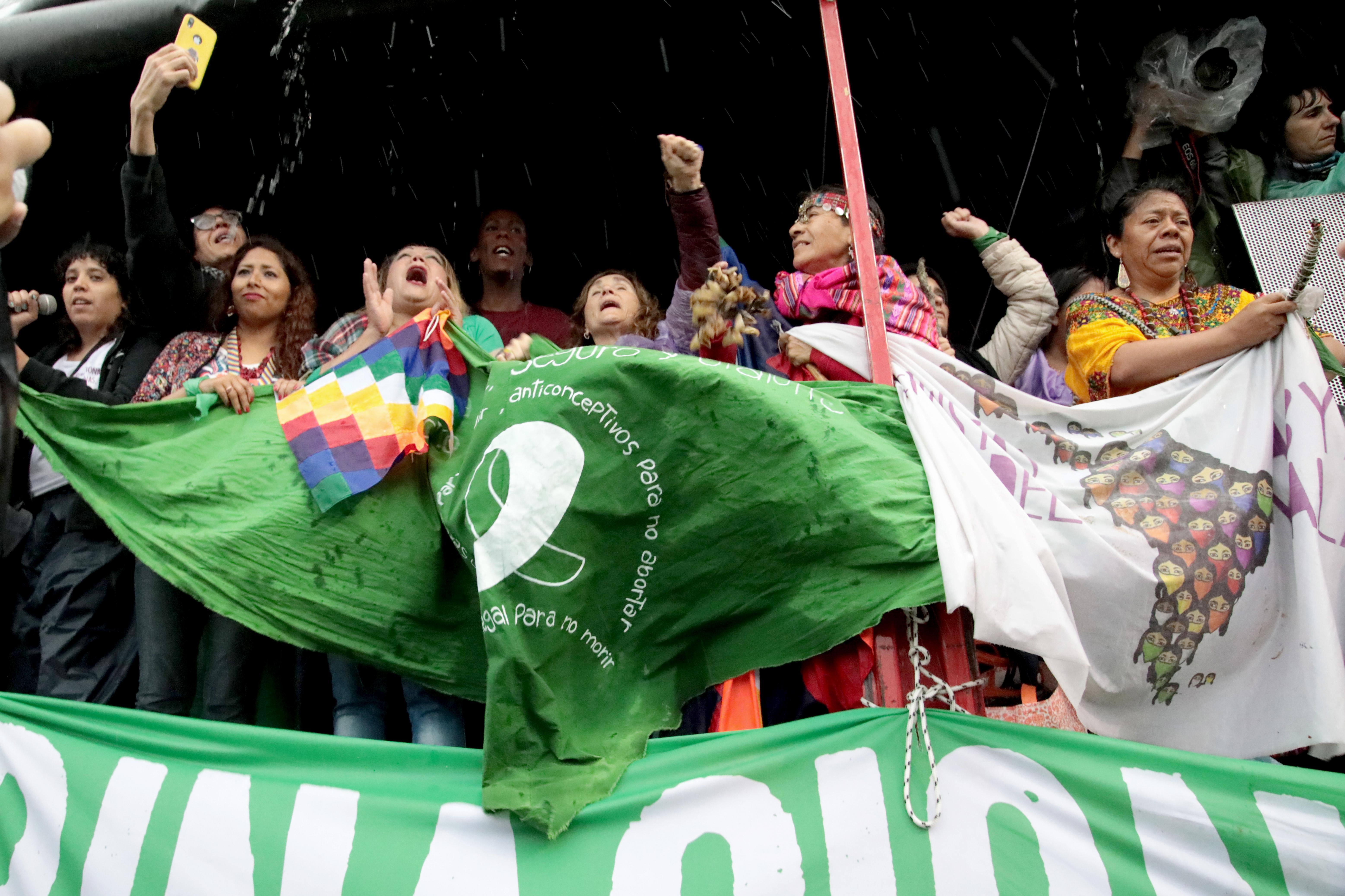 El pañuelo verde, emblema de la lucha para legalizar el aborto