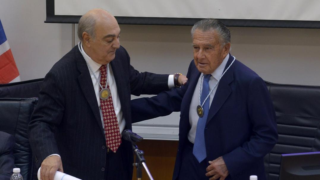 Eduardo Eurnekian y Jorge Aufiero, presidente de la Academia
