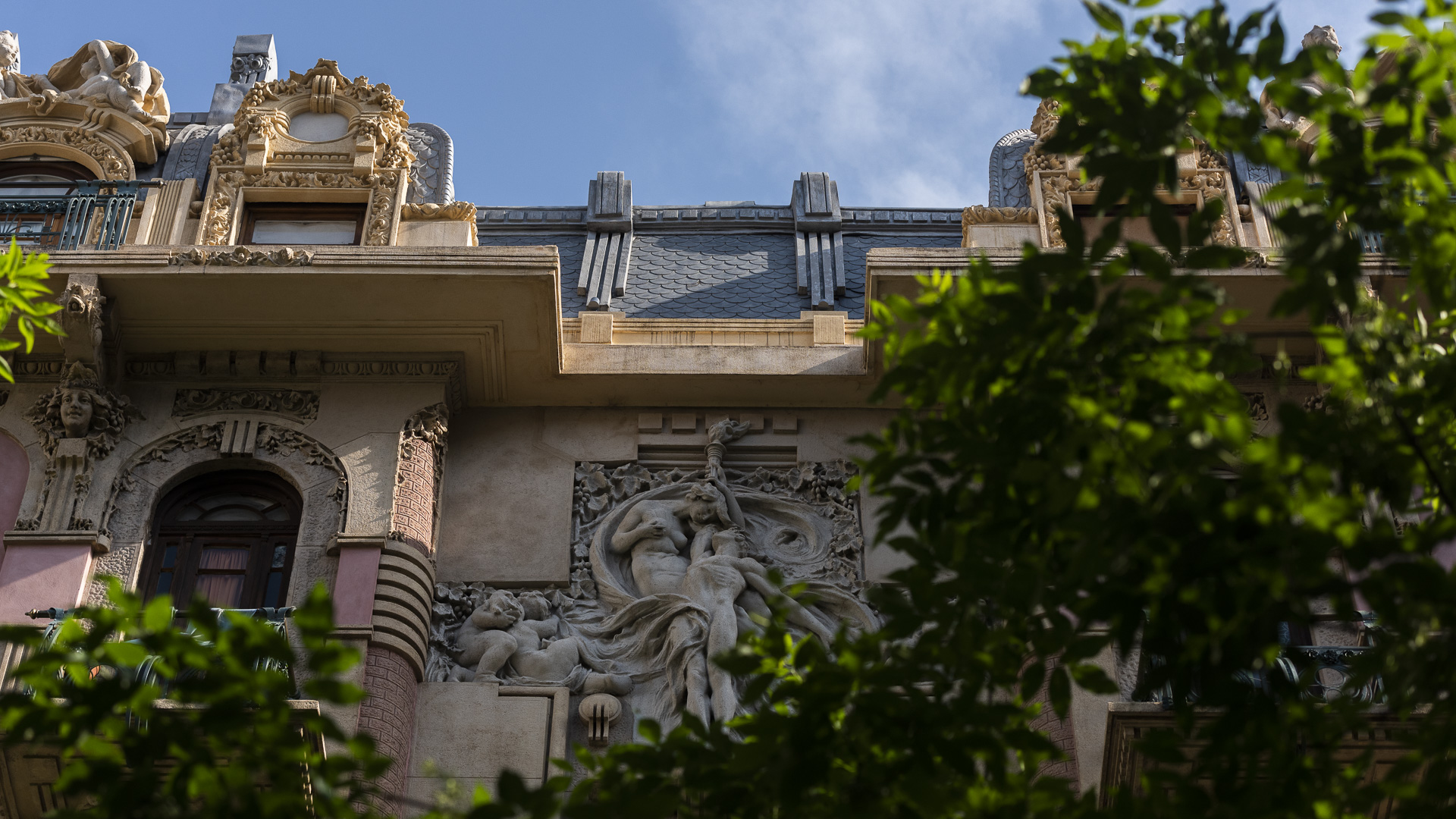 Bajo la visión desde la cual la restauración tiene que estar incluida en la reincorporación del patrimonio a la comunidad, se llevan a cabo diversas actividades culturales, entre las cuales figuran la instalación de un museo de sitio en una portería, charlas culturales y la inclusión en varios circuitos