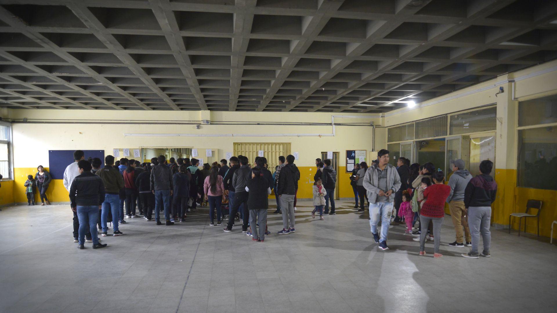 También compiten en la elección el ex vicepresidente Víctor Hugo Cárdenas, por el partido UCS, el actual gobernador del departamento de La Paz, Félix Patzi, por el MST, y el senador opositor Oscar Ortiz, de la alianza Bolivia Dice No