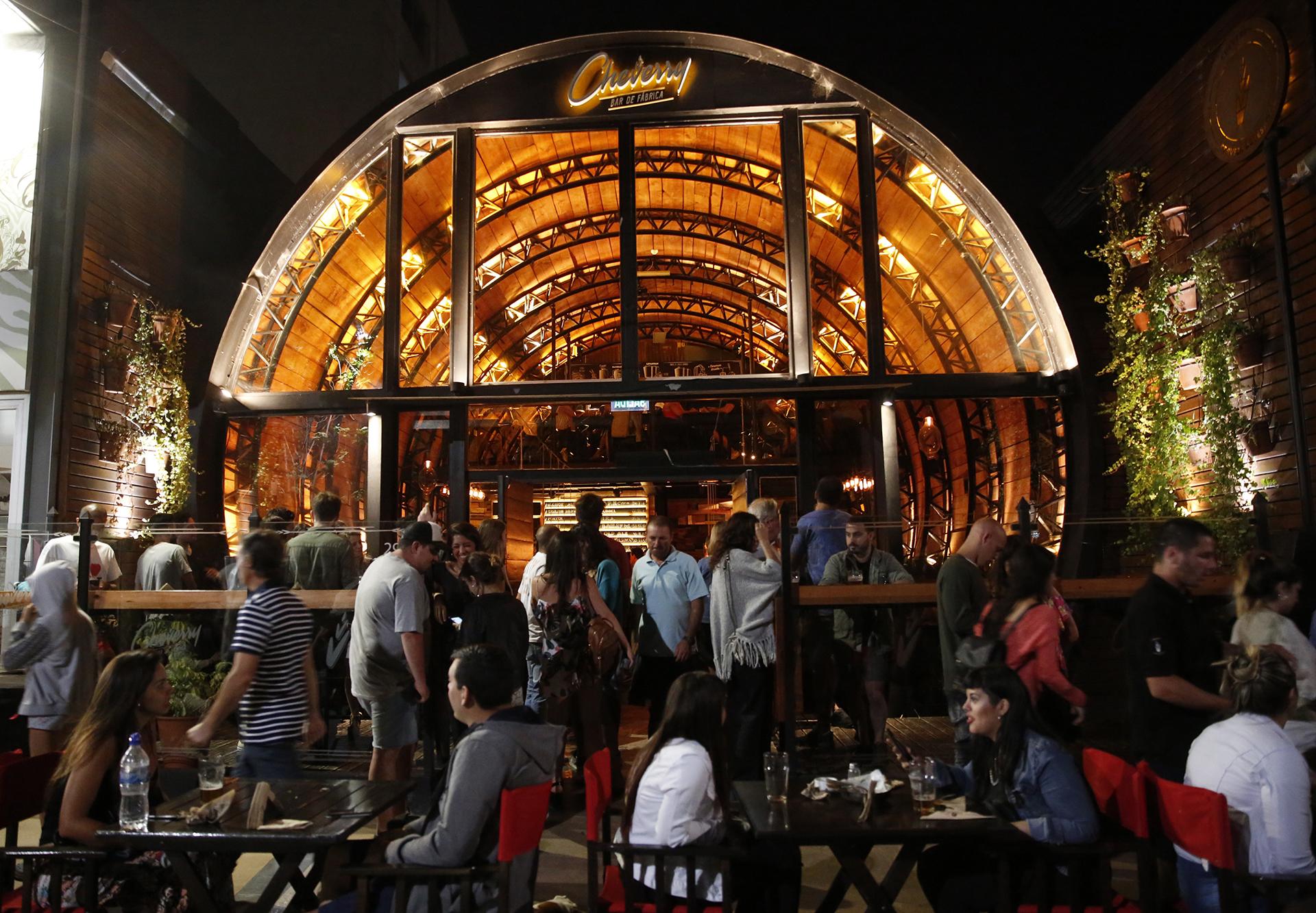 El circuito cervecero es una de las alternativas para disfrutar en la noche