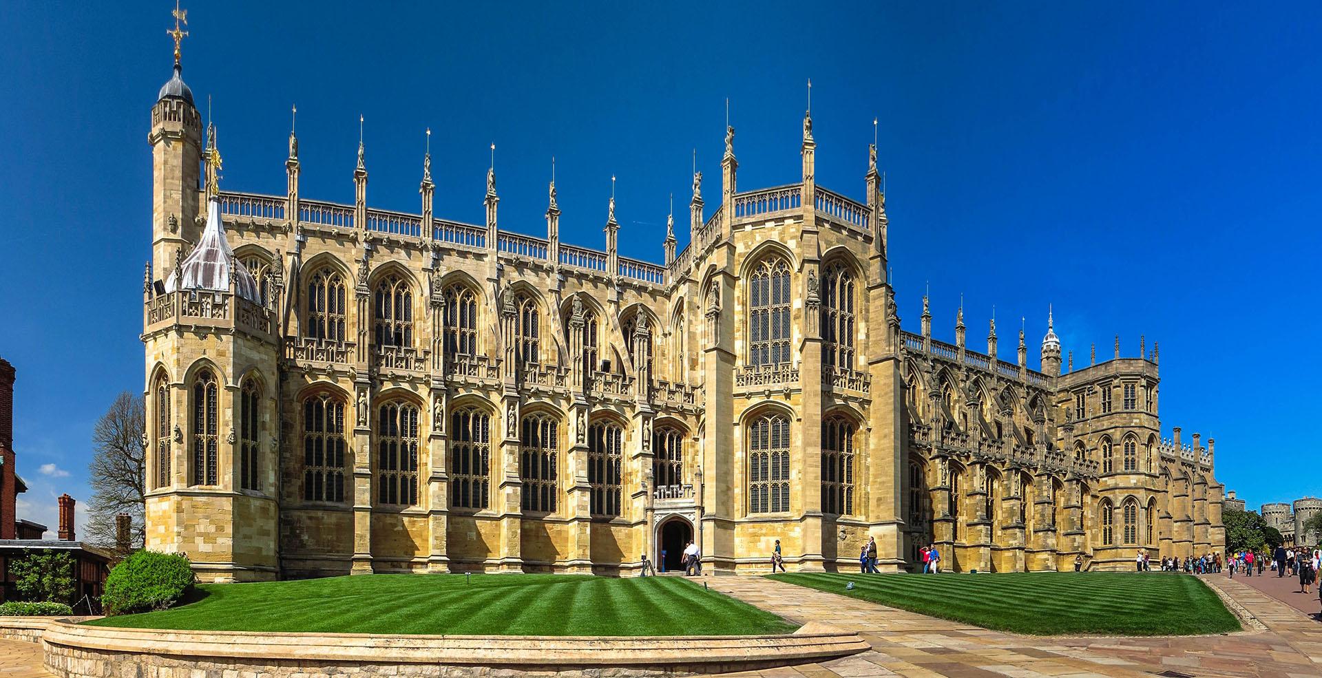 El Castillo de Windsor es un palacio y residencia real situado en Windsor, en el condado de Berkshire, Reino Unido. Es reconocido por su antigua relación con la Familia Real Británica y por su arquitectura