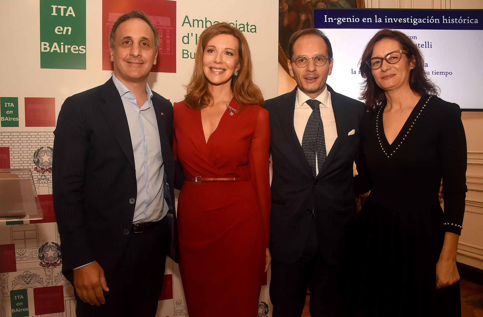 El empresario Marcos Bulgheroni, su esposa y periodista, Nunzia Locatelli, el embajador italiano en Argentina, Giuseppe Manzo y su mujer, Alma