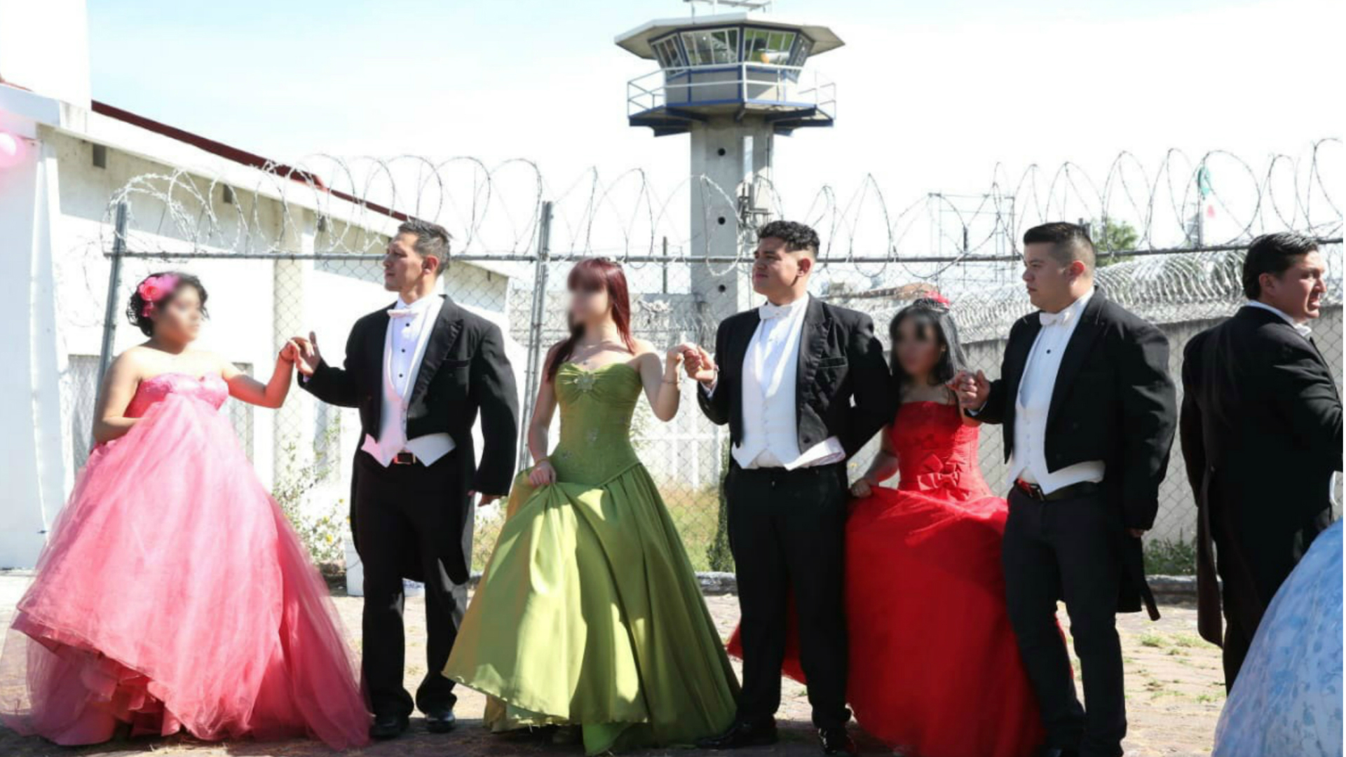 Los vestidos fueron donados por comerciantes de La Lagunilla y el Barrio de Tepito (Foto: especial)