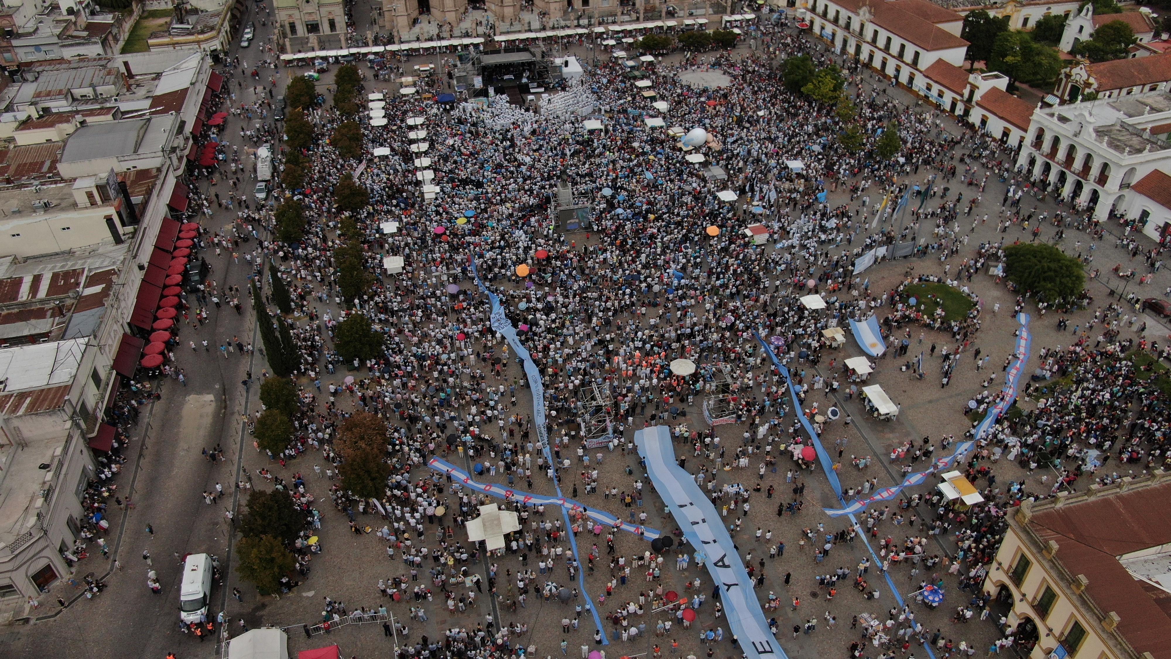 Vista aérea de la misa en Luján por el Día de la Mujer
