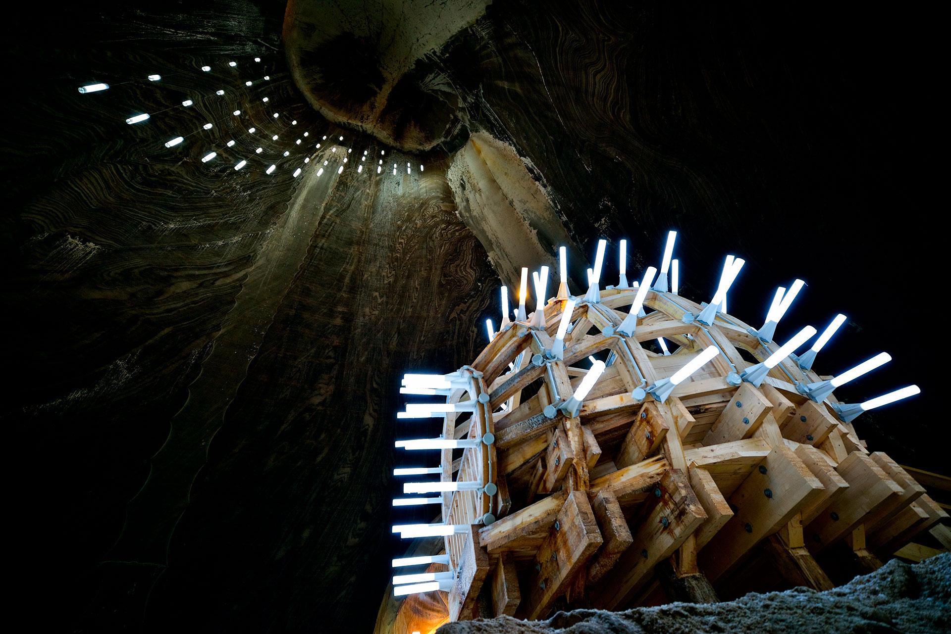 Sus vastas cavernas fueron utilizadas como refugios antiaéreos durante la Segunda Guerra Mundial y más tarde para almacenar queso