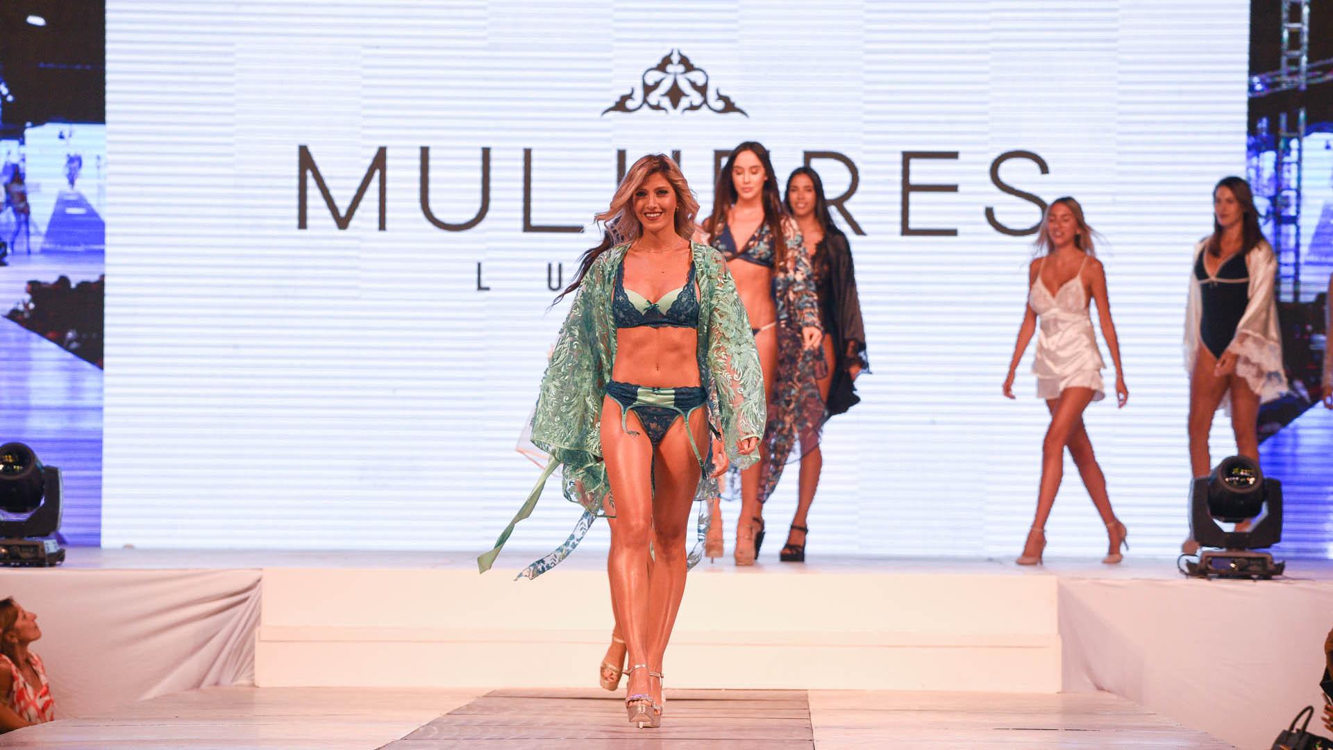 Luego le llegó el turno a Mulheres Luxury, una colorida colección de conjuntos de lencería y batas