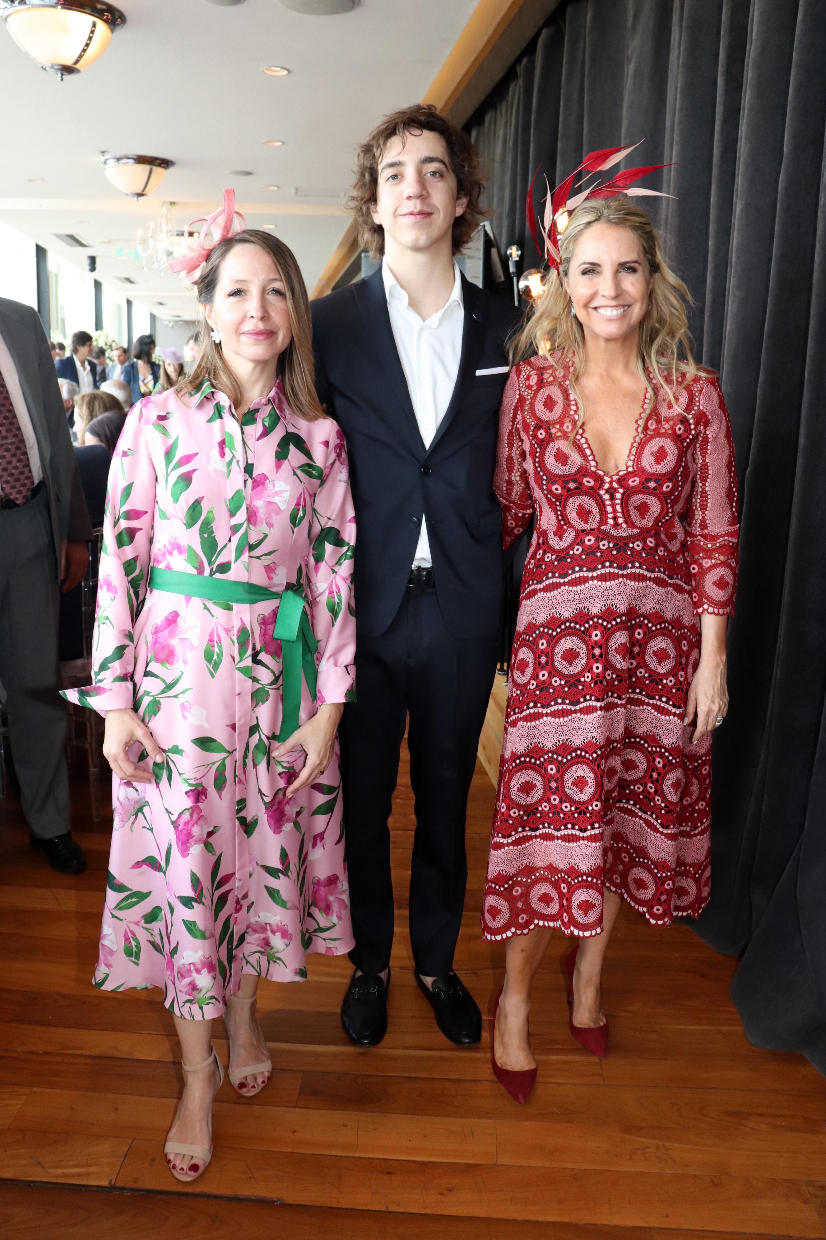 Liana Vinacur junto a Salvador y Connie Piuma