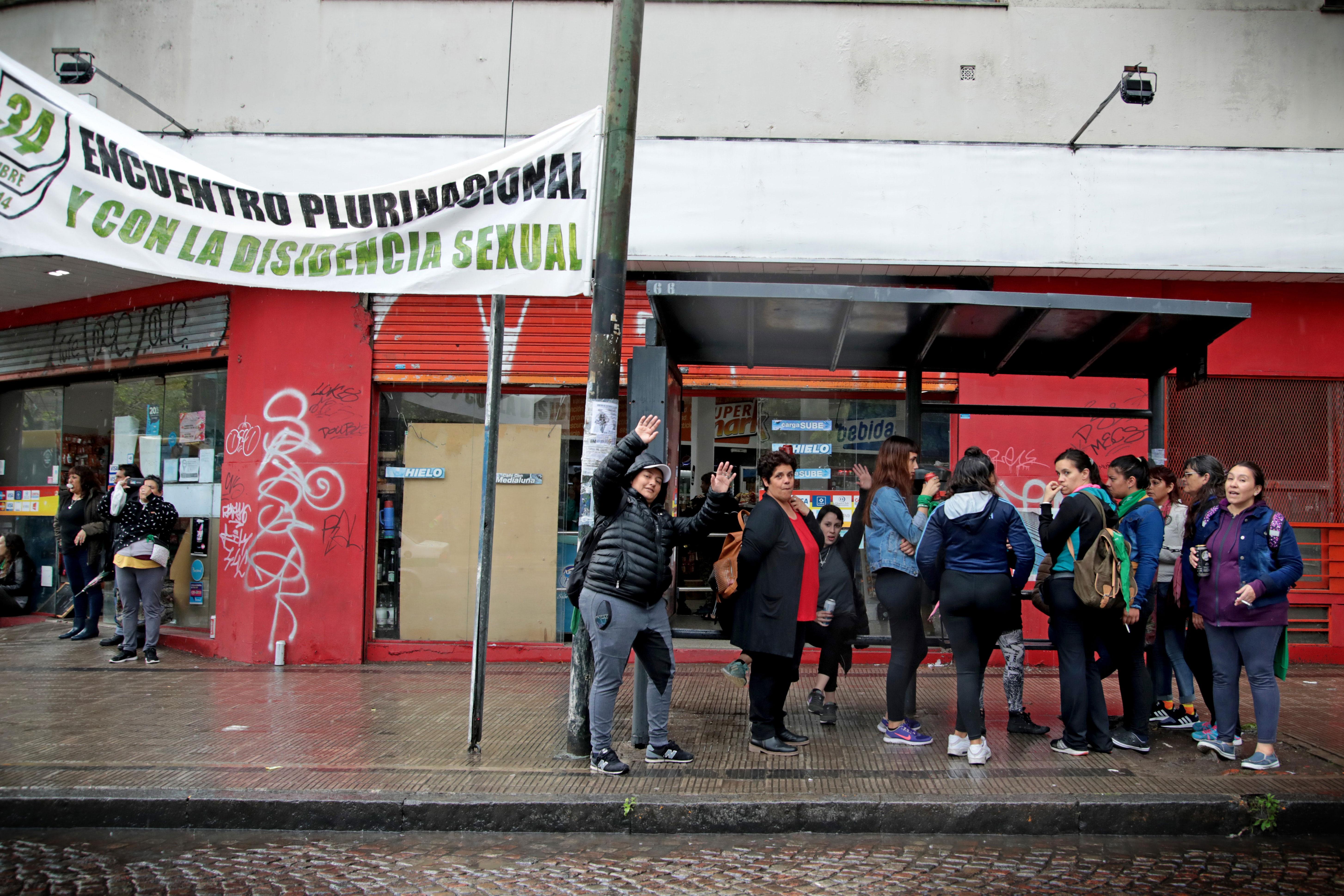 La ciudad de La Plata dispondrá de 50 colectivos gratuitos que funcionarán esos días sin paradas intermedias. Los colectivos tendrán una oblea de identificación, al igual que las paradas